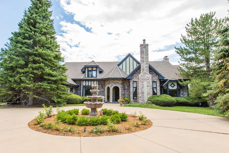 Casa Unifamiliar por un Venta en Remodeled English Tudor in Greenwood Village 6600 E. Ida Ave Greenwood Village, Colorado, 80111 Estados Unidos