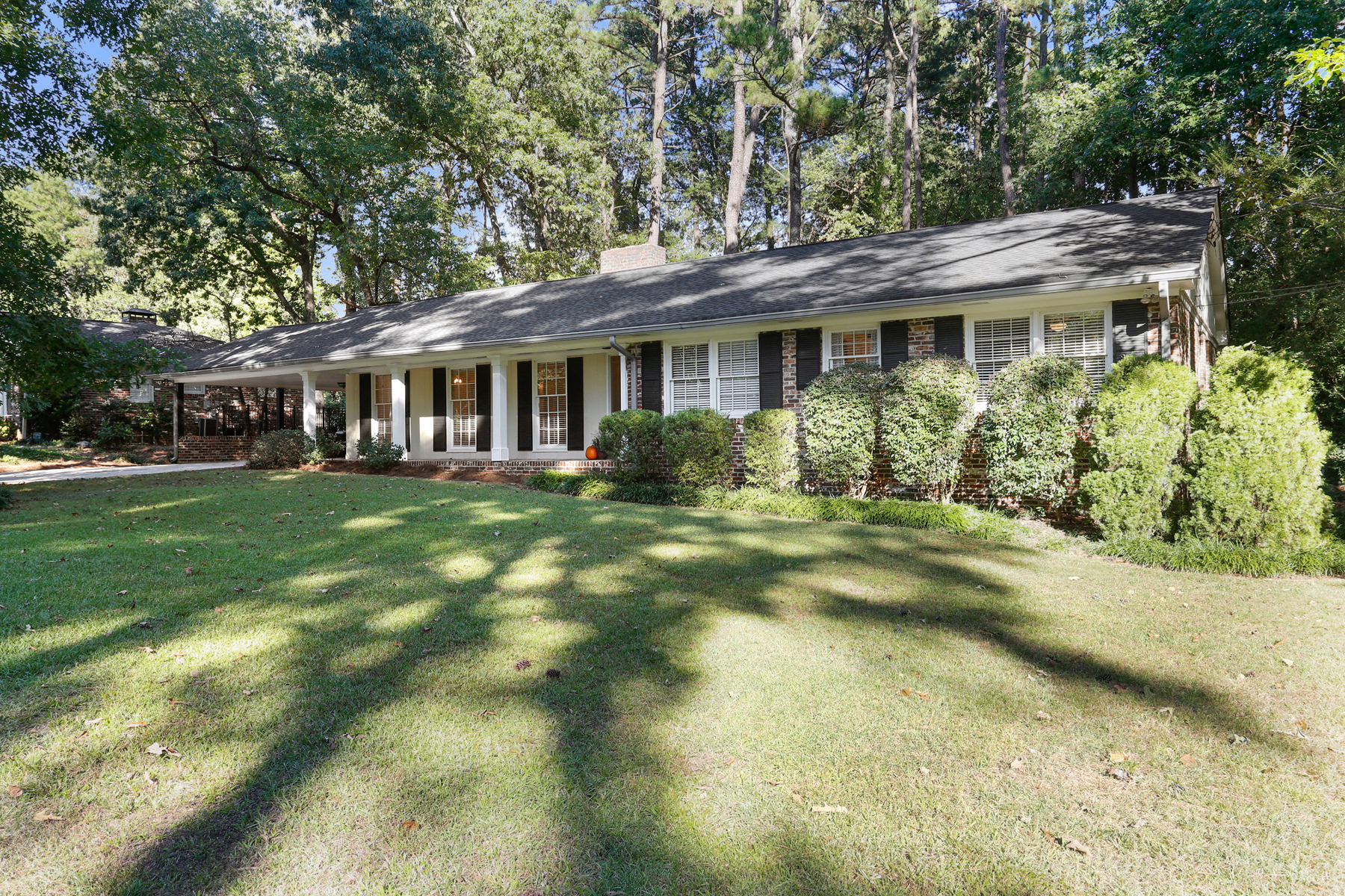 Additional photo for property listing at Exceptional Value In Sandy Springs 5795 Greenbrier Road Sandy Springs, Georgia 30328 États-Unis