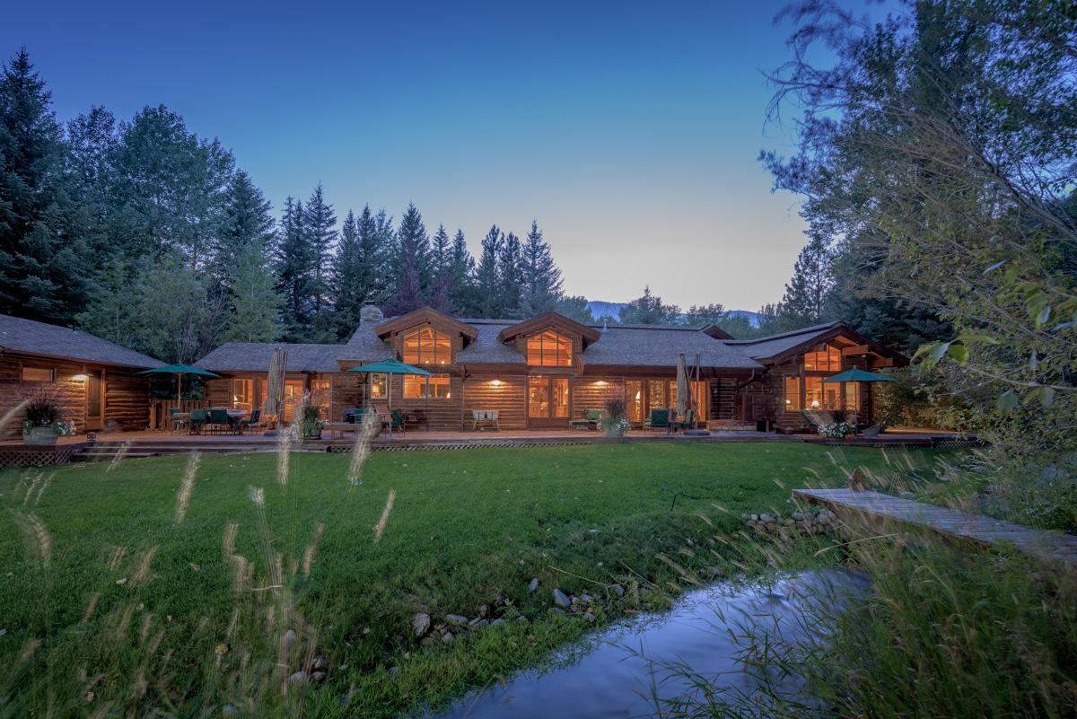 Casa para uma família para Venda às Captivating Gimlet Compound 102 Deer Run Ketchum, Idaho 83340 Estados Unidos