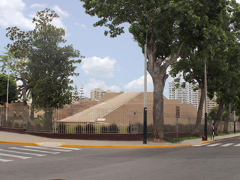 Duplex for Sale at Lujoso departamento de estreno con vista a la Huaca Huallamarca Av. El Rosario San Isidro, Lima 27 Peru
