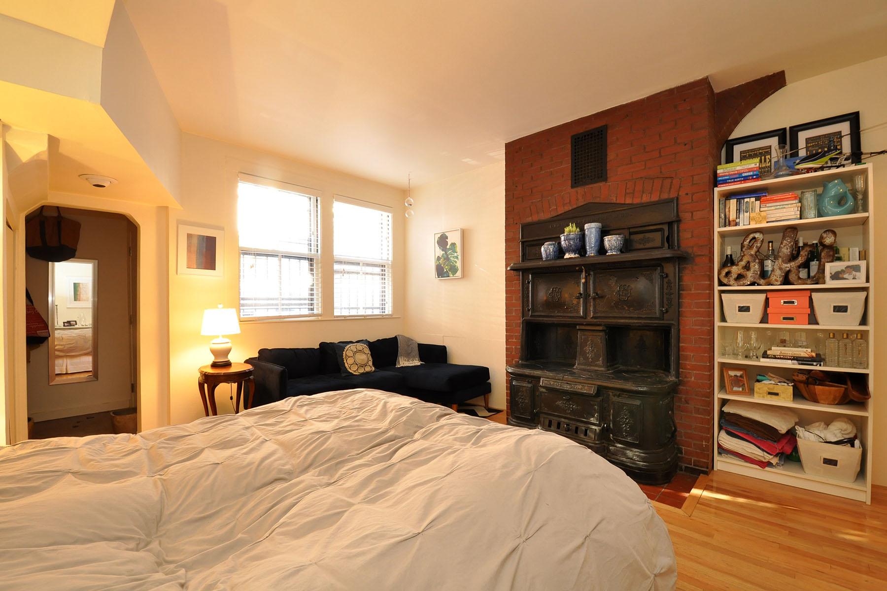 Nhà chung cư vì Bán tại Spacious Garden Level Studio 295 Marlborough Street Unit 1 Back Bay, Boston, Massachusetts 02116 Hoa Kỳ