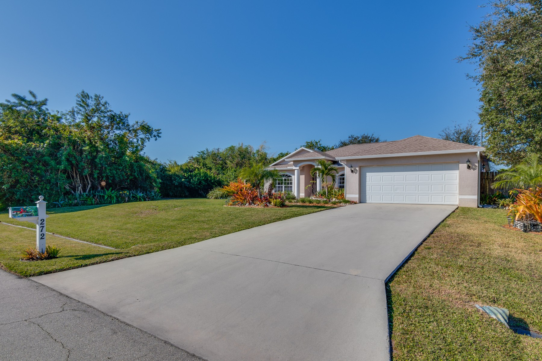 独户住宅 为 销售 在 272 SW S Quick 圣露西港, 佛罗里达州, 34953 美国