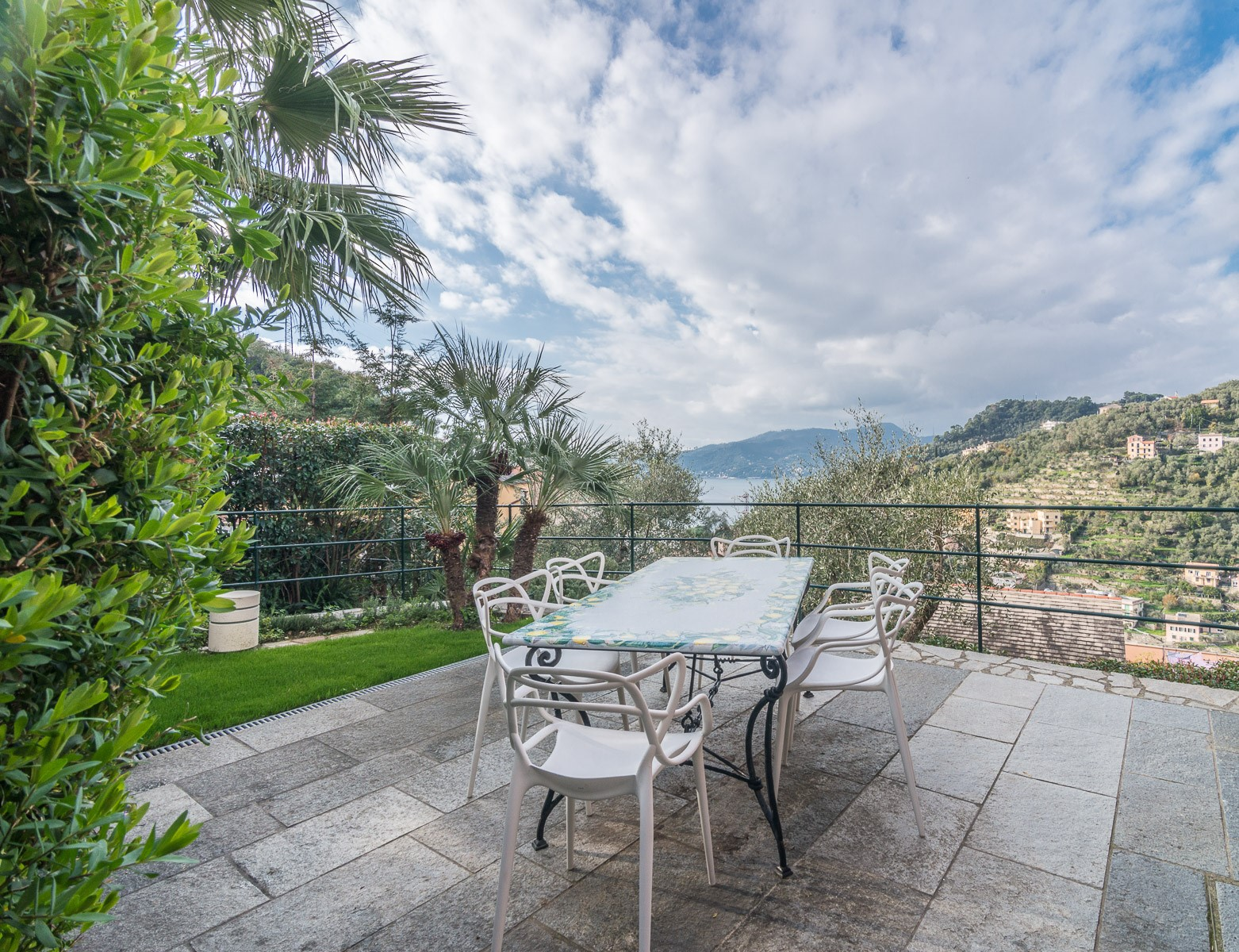 Additional photo for property listing at Charming villa with views on the Italian Riviera Via Solari e Queirolo Zoagli, Genoa 16035 Italy