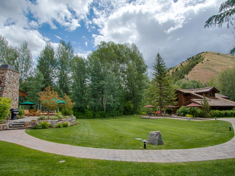 Villa per Vendita alle ore Exceptional Riverfront Estate 91 and 101 Audubon Place Hailey, Idaho 83333 Stati Uniti