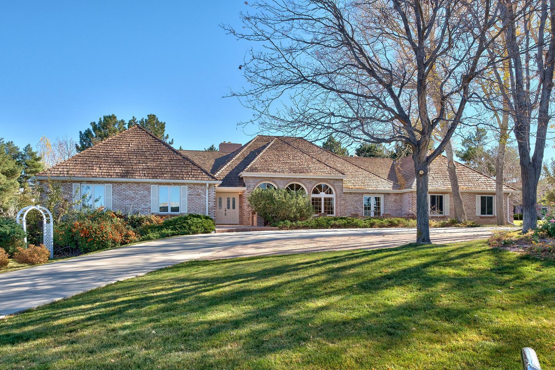 단독 가정 주택 용 매매 에 Classic Charlou Ranch Style Home 68 Charlou Circle Cherry Hills Village, 콜로라도, 80111 미국