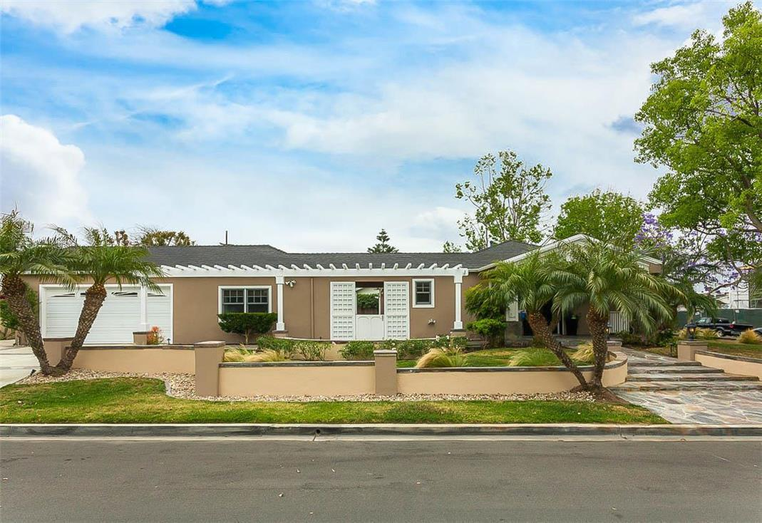 Single Family Home for Sale at 500 Riverside AVE Newport Beach, California, 92663 United States