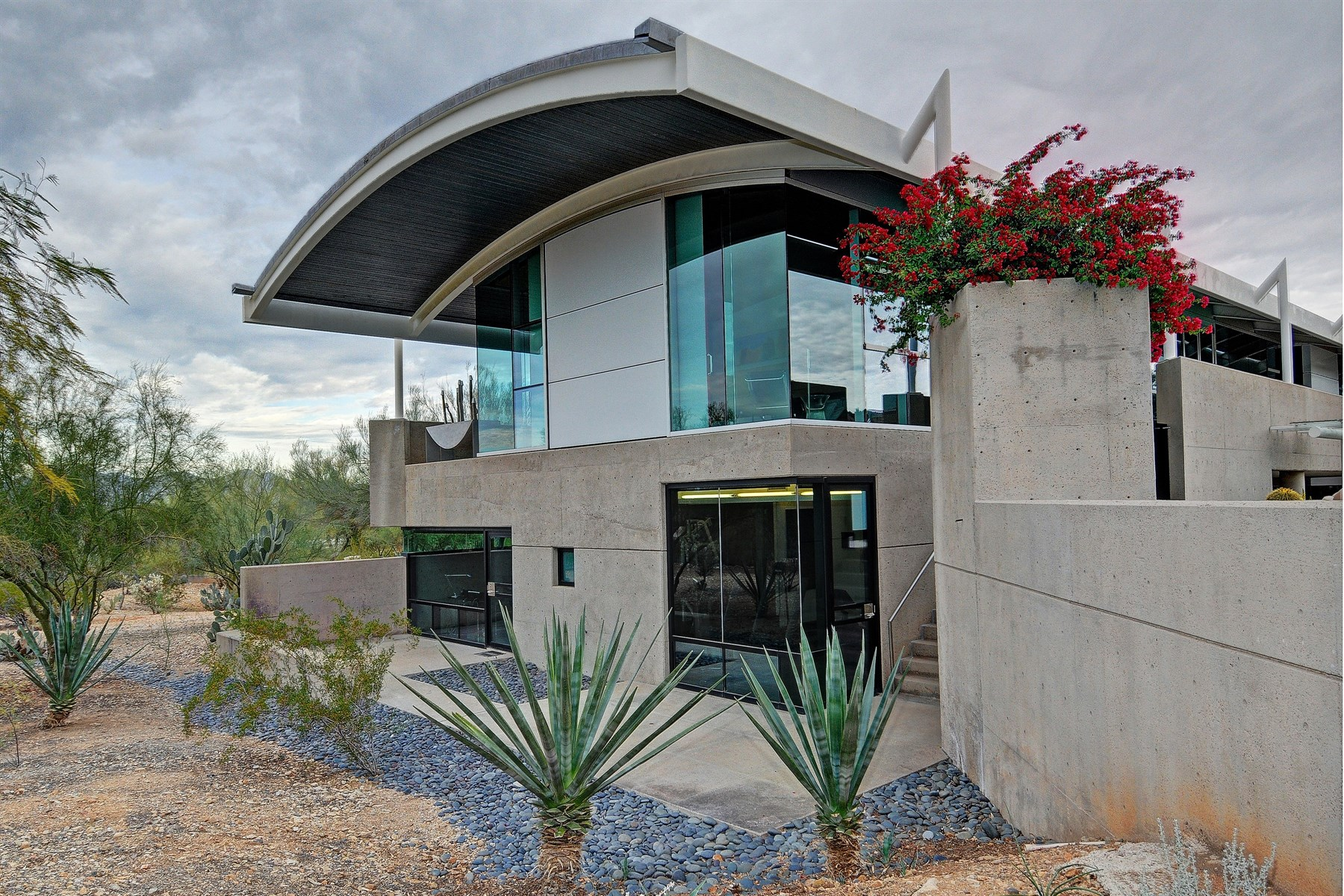 Maison unifamiliale pour l Vente à World Class Modern Estate on the Slope of Mummy Mountain 6210 E Cholla Place Paradise Valley, Arizona 85253 États-Unis