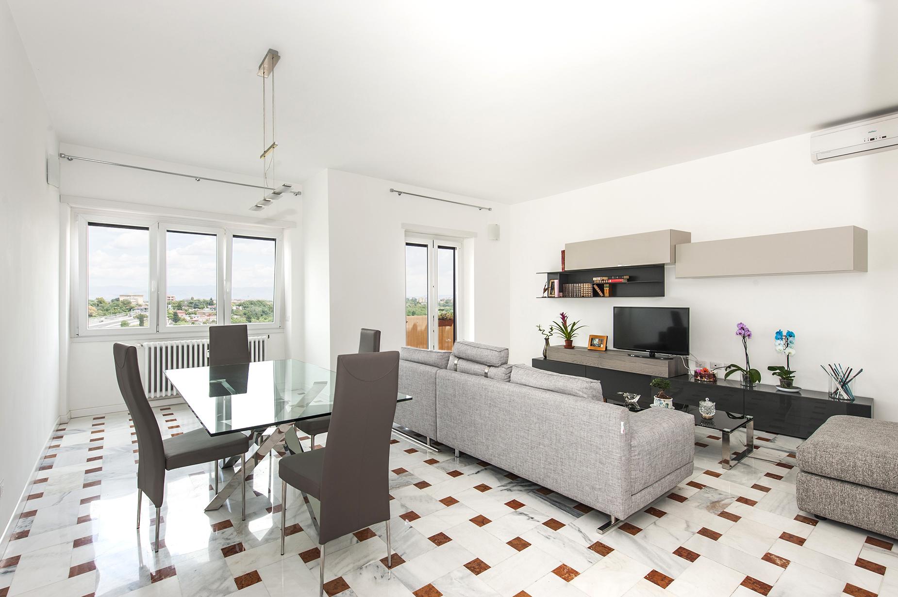 Apartamento por un Venta en Panoramic apartment adjacent Piazza Tommasini Rome, Roma Italia