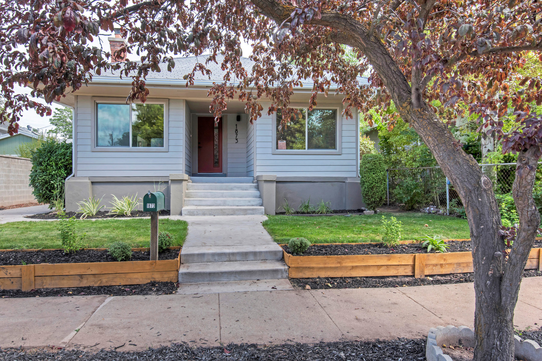 Villa per Vendita alle ore Lovable on Lincoln 1873 S Lincoln St Salt Lake City, Utah, 84105 Stati Uniti