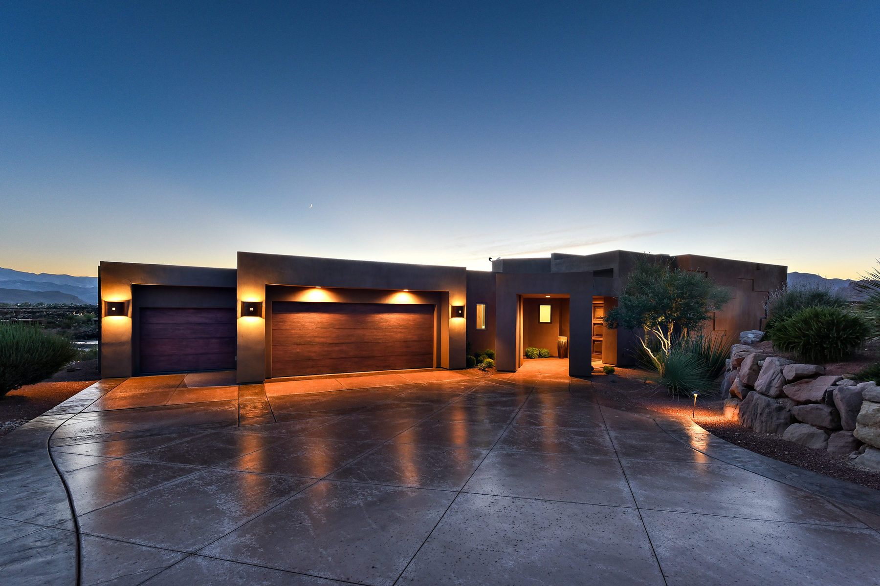 Maison unifamiliale pour l Vente à Timeless Contemporary Retreat 2411 Tavimaus Cir St. George, Utah, 84770 États-Unis