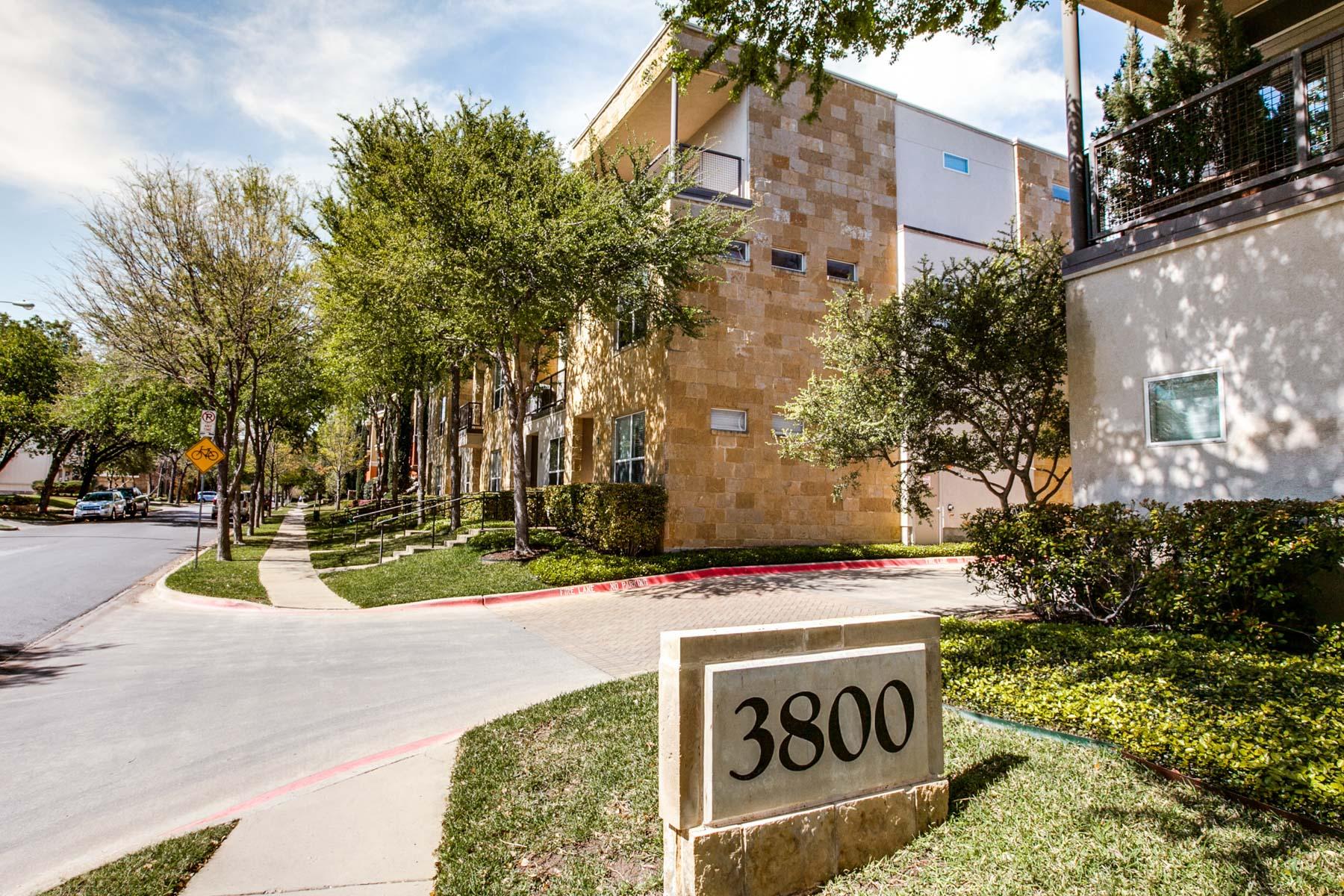 Townhouse for Sale at Oak Lawn Condo 3800 Holland Avenue #14 Dallas, Texas, 75219 United States