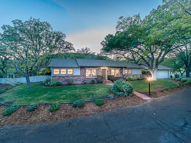 Single Family Home for Sale at Westside Charmer 1405 Greenwood Drive Paso Robles, California 93446 United States