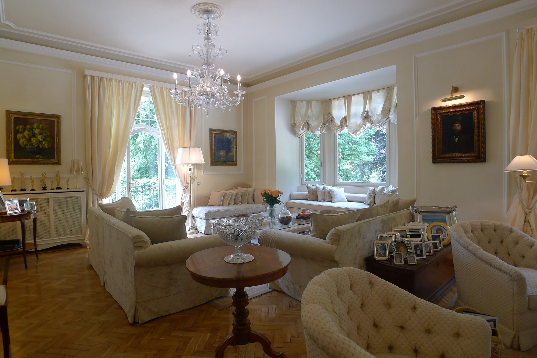 Additional photo for property listing at An exquisite villa on the ourskirts of of Varese via dei Campigli Varese, Varese 21100 Italie