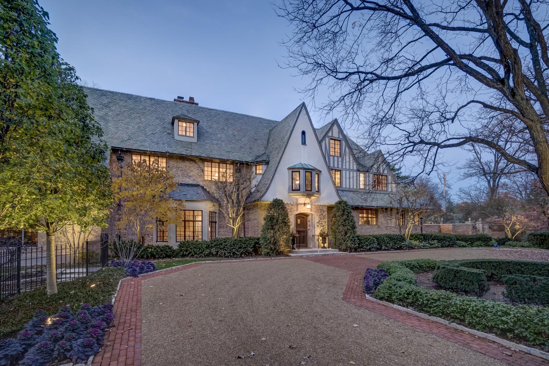 一戸建て のために 売買 アット Captivating English Manor Home 35 Indian Hill Road Winnetka, イリノイ, 60093 アメリカ合衆国
