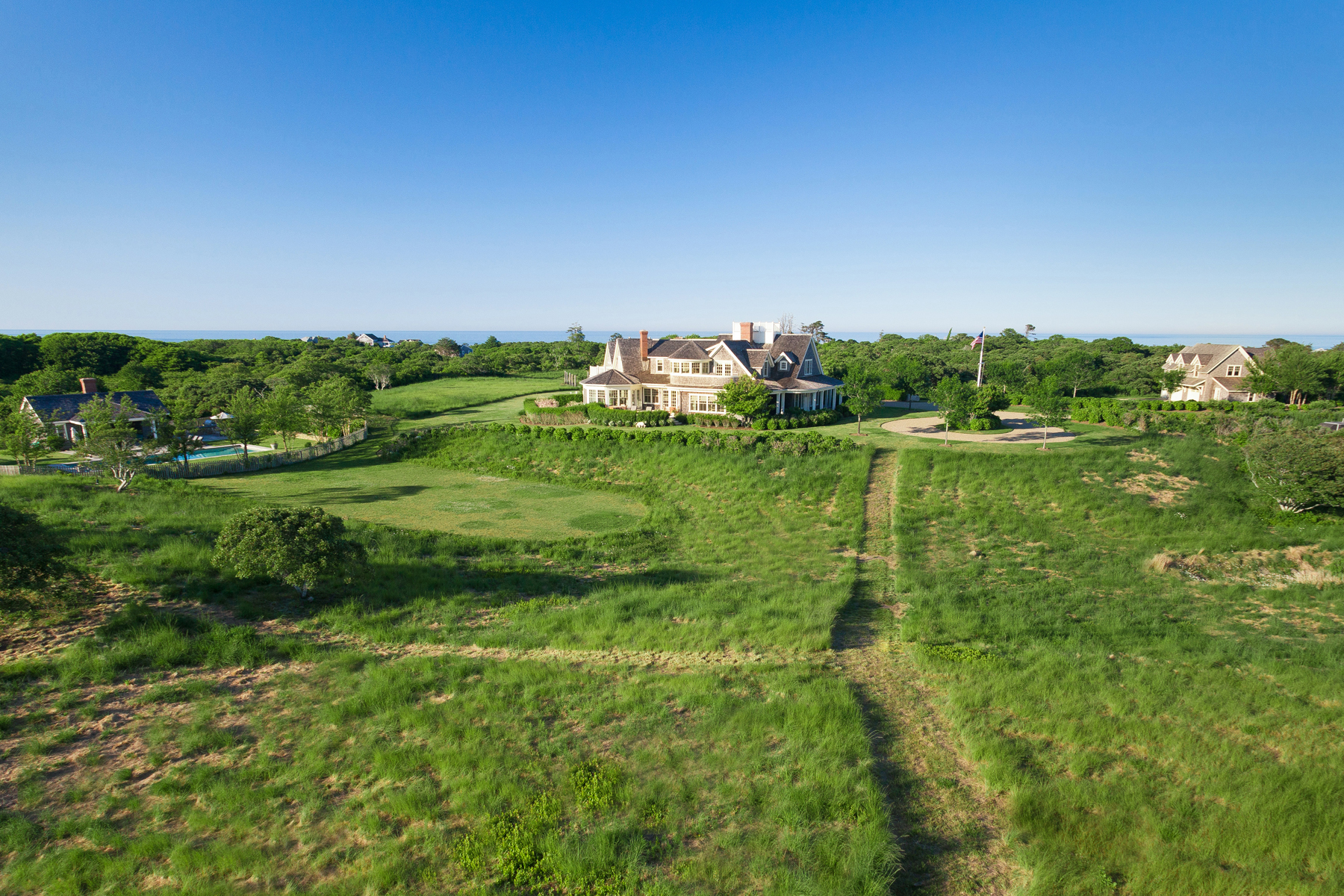Casa para uma família para Venda às Private Estate Over 14 Acres 30R Quidnet Rd Nantucket, Massachusetts 02554 Estados Unidos