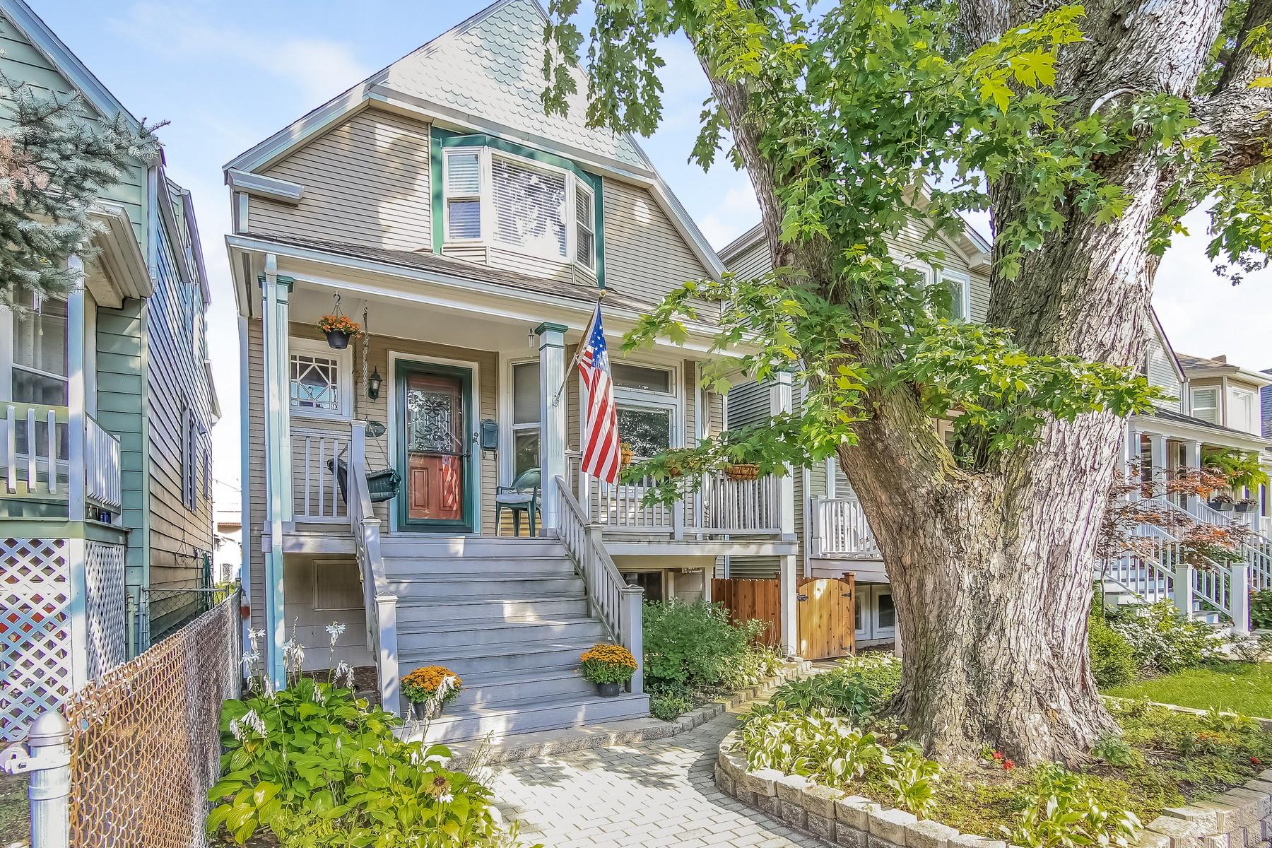 Moradia para Venda às Victorian Cottage 4127 N Claremont North Center, Chicago, Illinois 60618 Estados Unidos