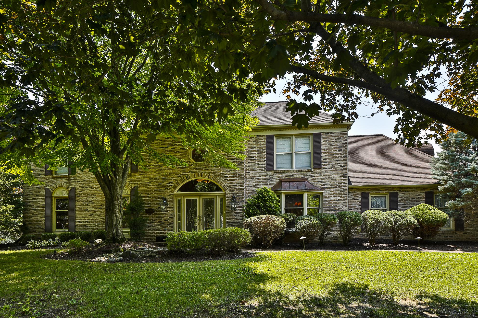 Maison unifamiliale pour l Vente à An Impeccable Renovation for Stunning Colonial - Lawrence Township 28 Lawrencia Drive Lawrenceville, New Jersey 08648 États-Unis