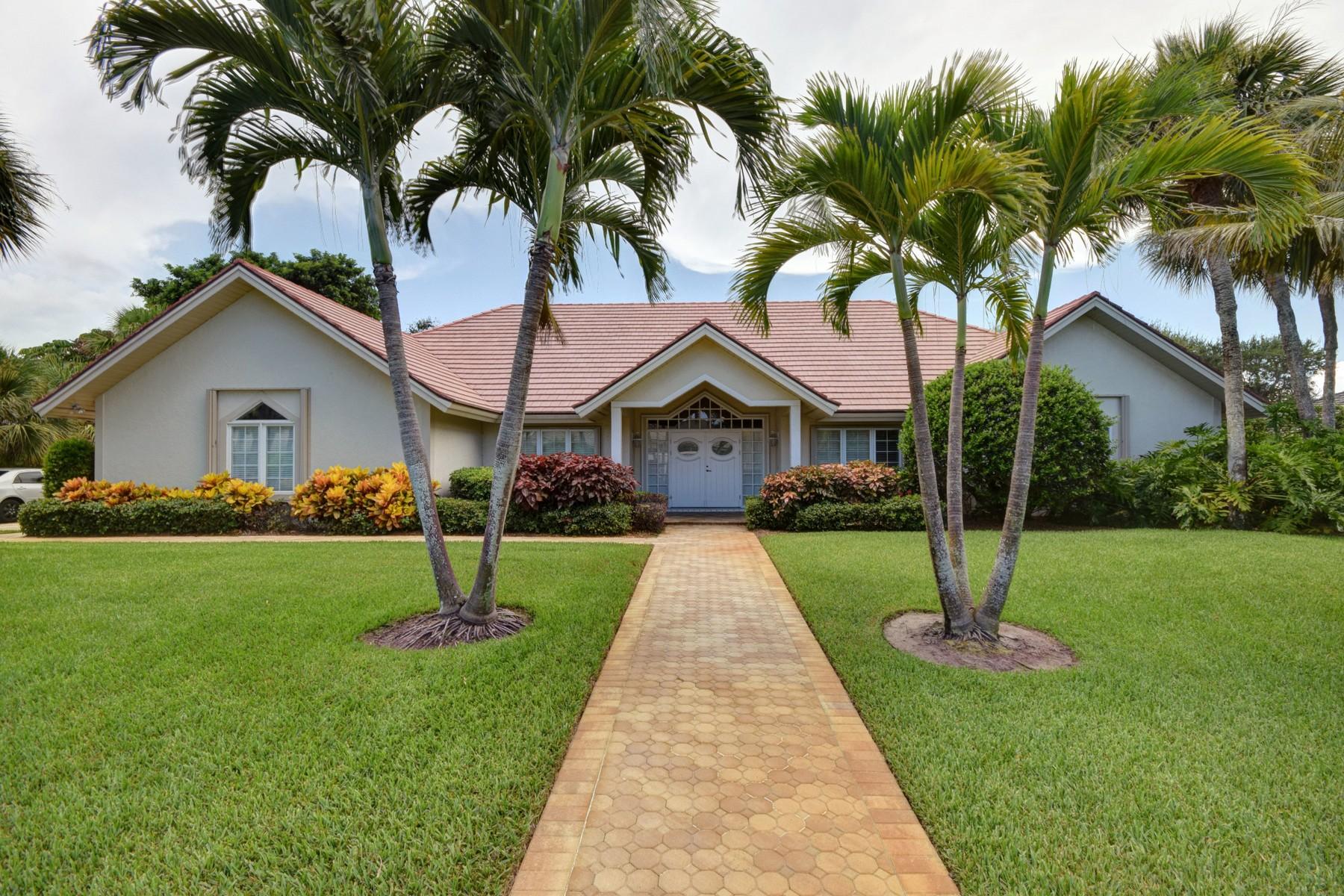 Casa Unifamiliar por un Venta en Custom home by the ocean 904 Holoma Drive Vero Beach, Florida 32963 Estados Unidos