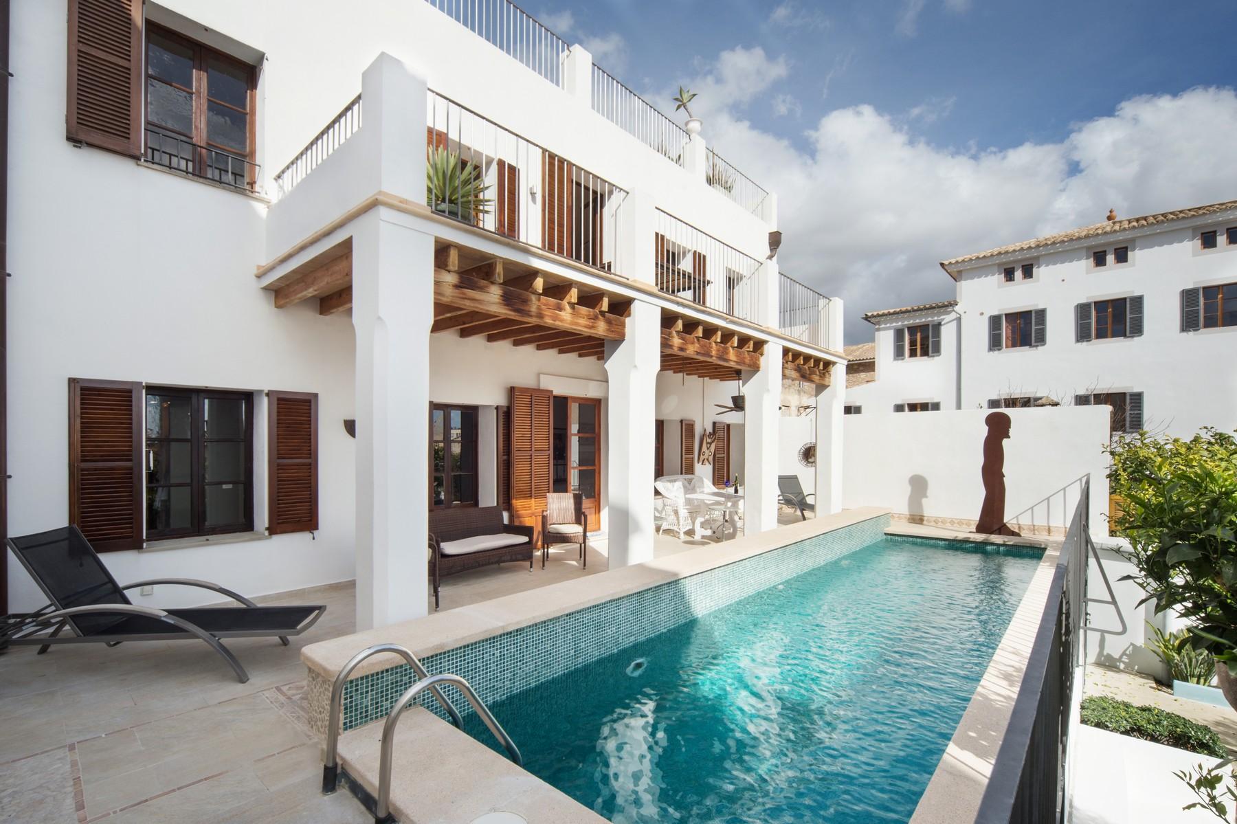 Частный односемейный дом для того Продажа на Beautiful villa in the residential area El Terreno Palma, Майорка, 07015 Испания