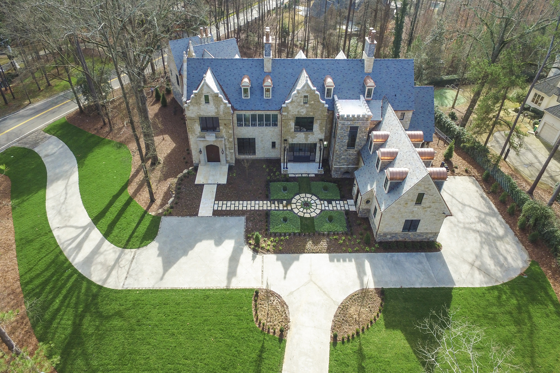 Additional photo for property listing at 2015 Holiday Show House 1150 W Garmon Road Atlanta, Georgia 30327 Estados Unidos