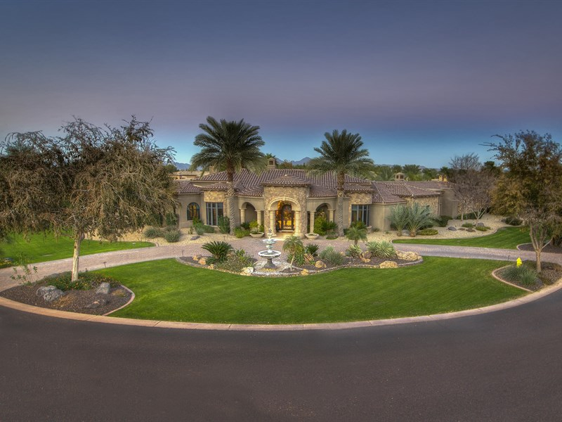 Частный односемейный дом для того Продажа на Gorgeous Estate in Exclusive Guard Gated Paradise Valley Community 6615 N 66th Place Paradise Valley, Аризона 85253 Соединенные Штаты