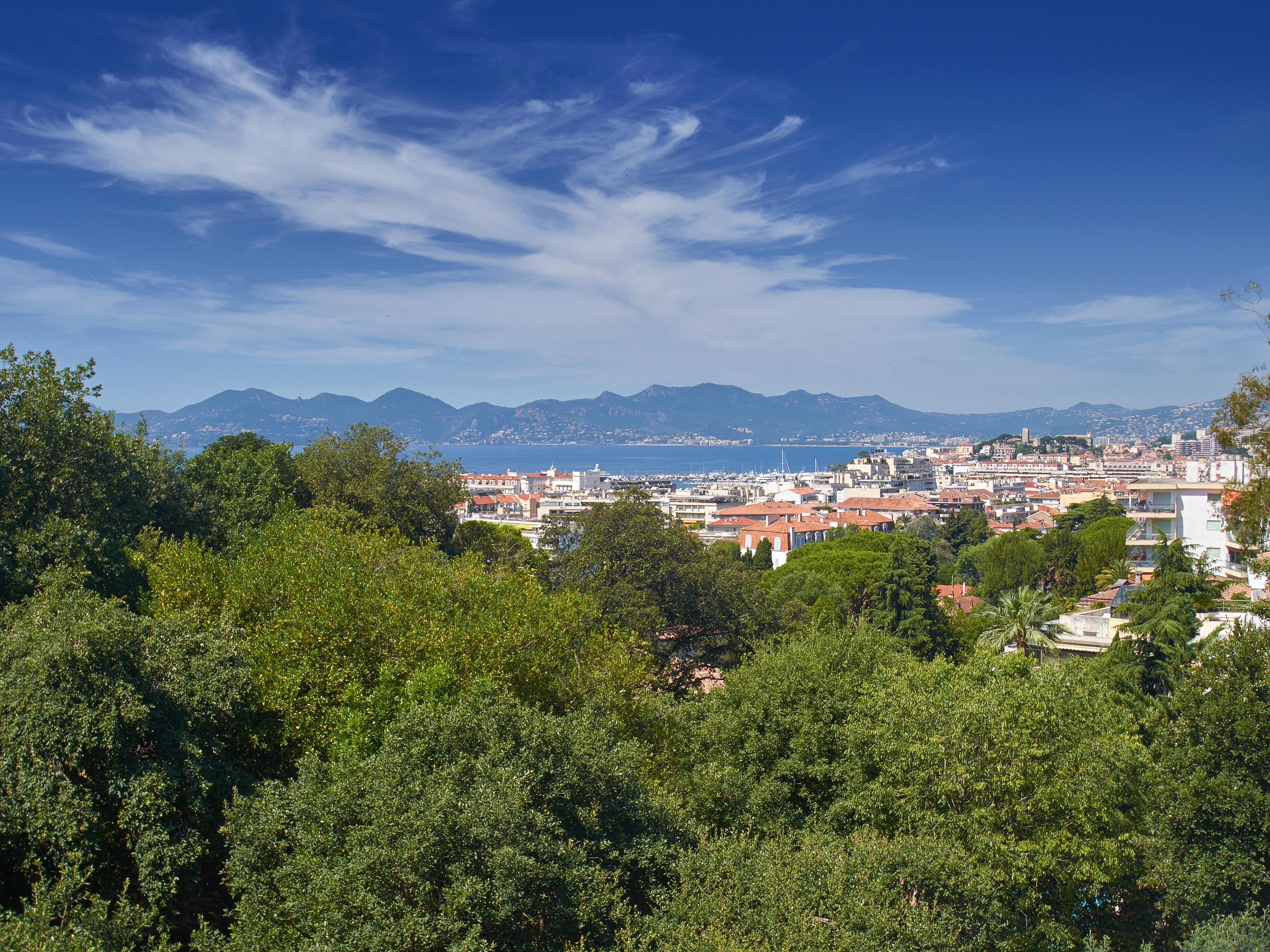 Apartamento para Venda às Panoramic sea views for this 4 roomed apartment in the 'Californie' Cannes Cannes, Provença-Alpes-Costa Azul 06400 França