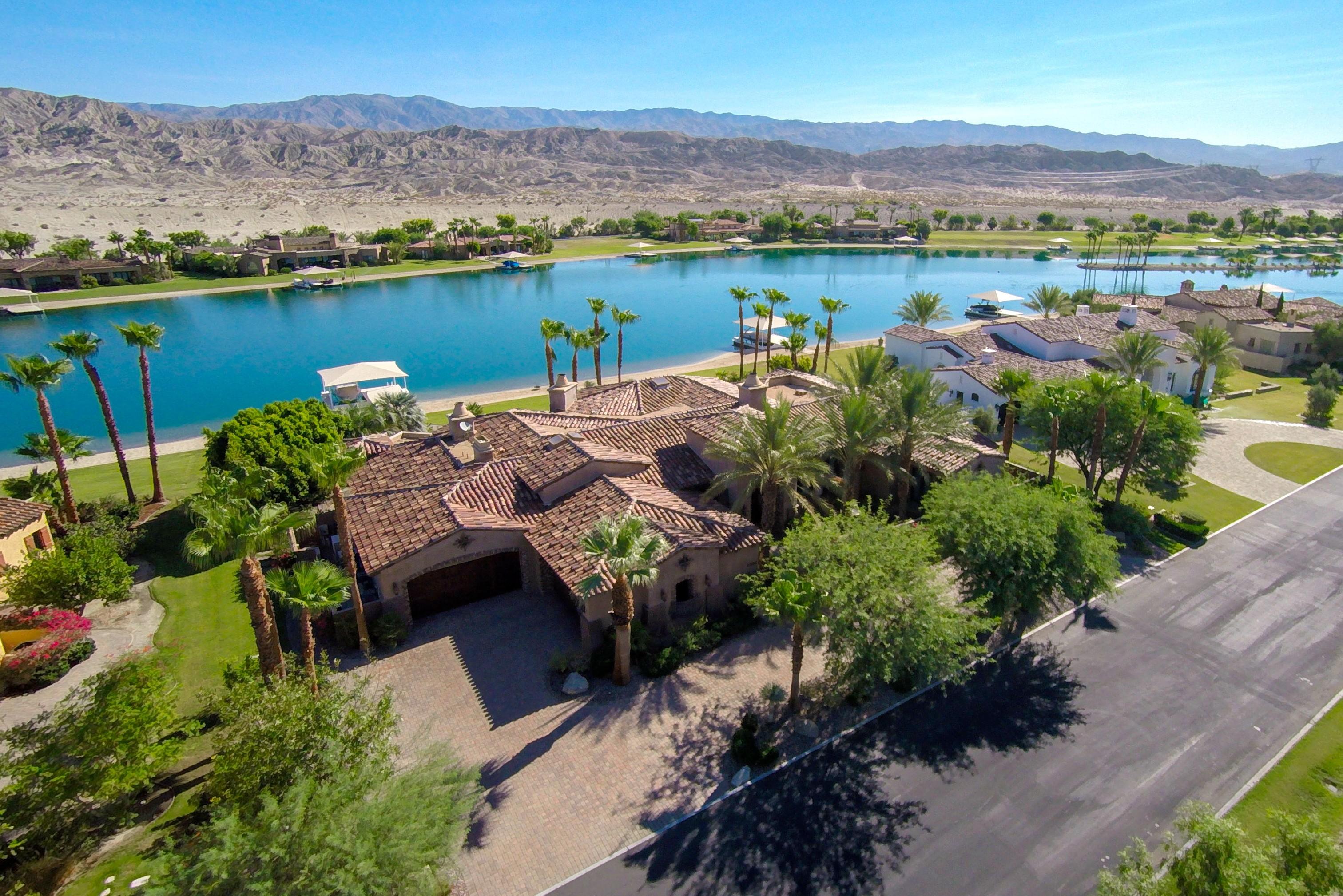 Частный односемейный дом для того Продажа на 83054 South Bay Drive Indio, Калифорния 92203 Соединенные Штаты