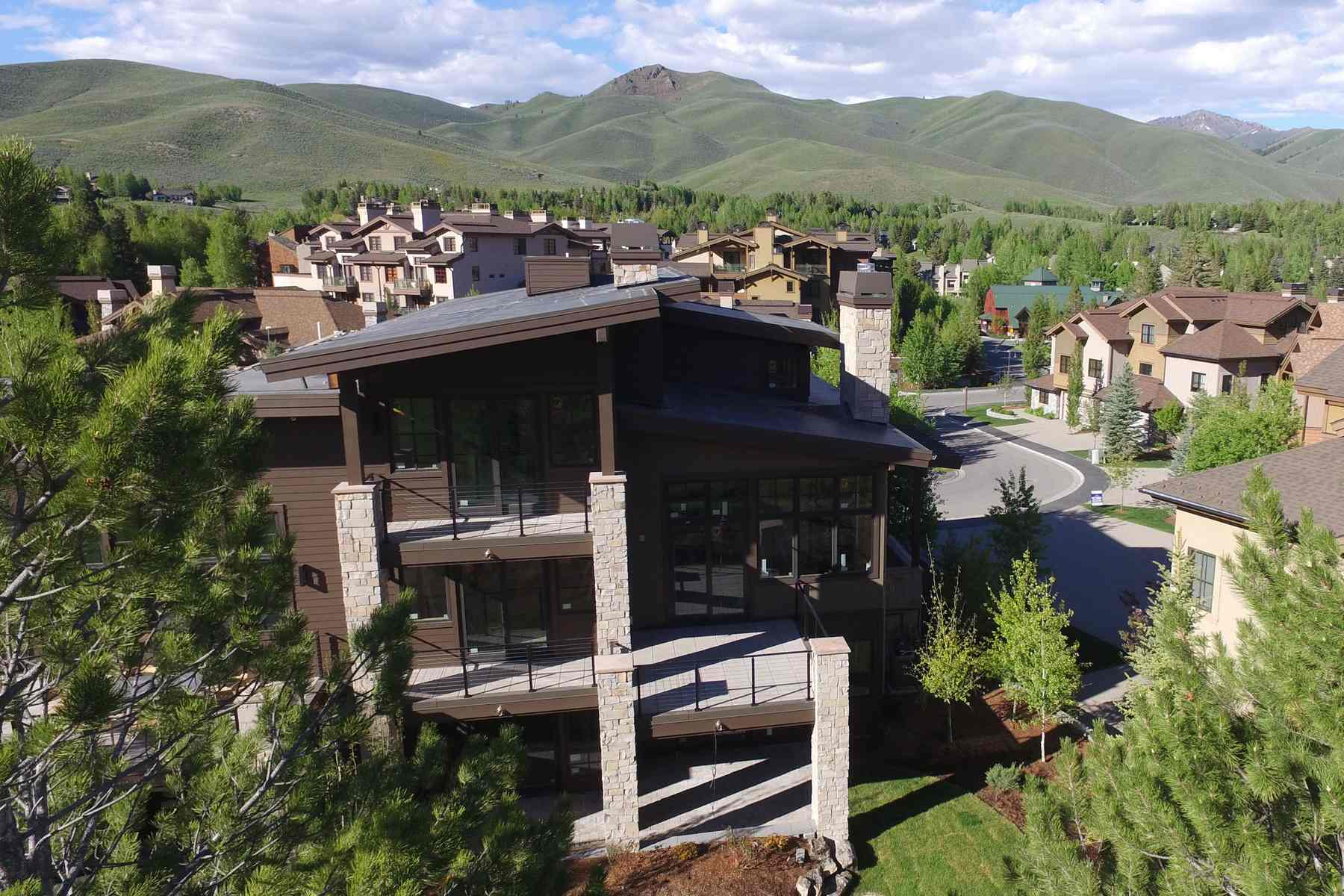 多棟聯建住宅 為 出售 在 New Townhome on the Golf Course TBD 113 Senabi Lane Elkhorn, Sun Valley, 愛達荷州, 83353 美國