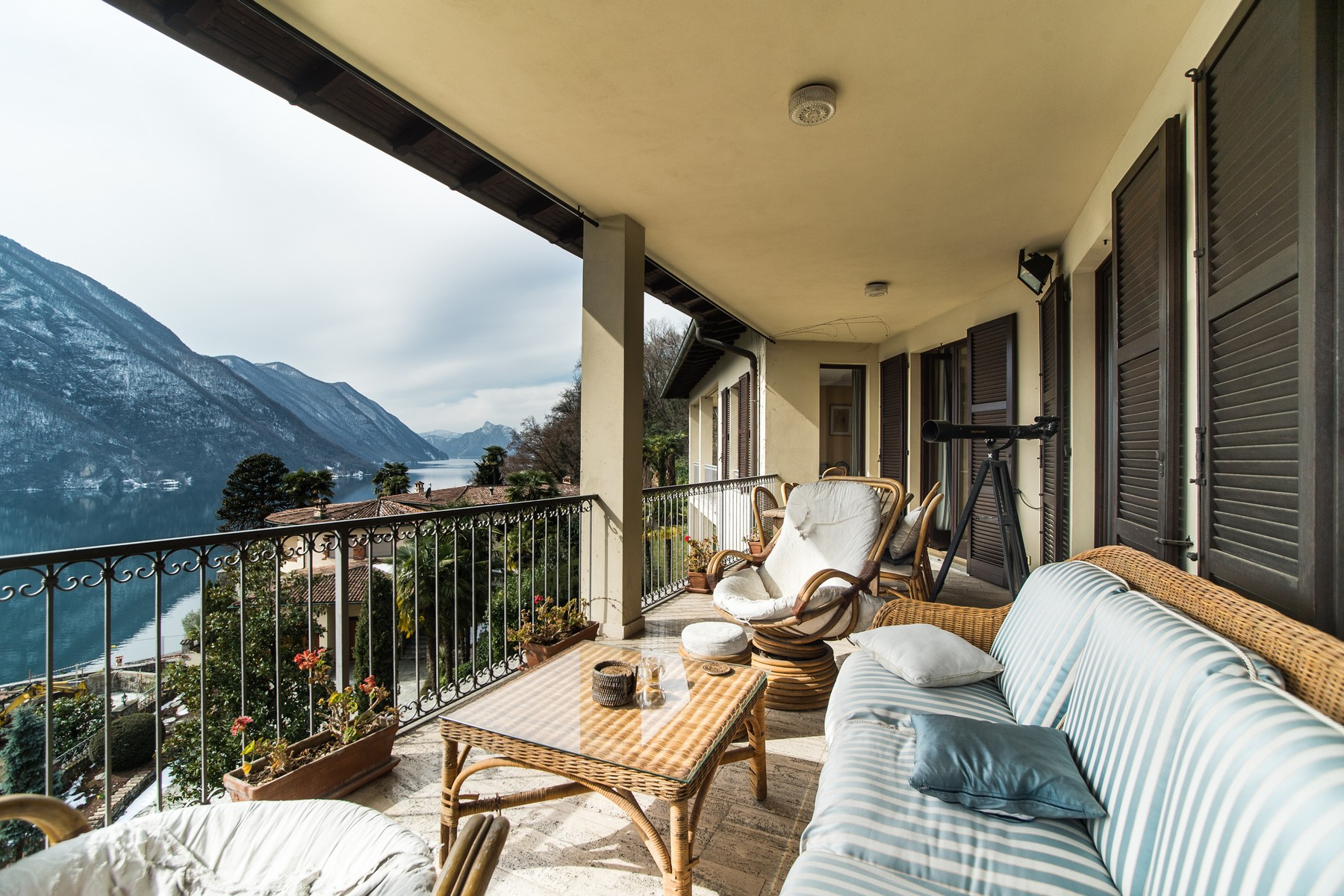 Additional photo for property listing at Prestigious villa on Lake Lugano Via G. Finali Valsolda, Como 22010 Italia