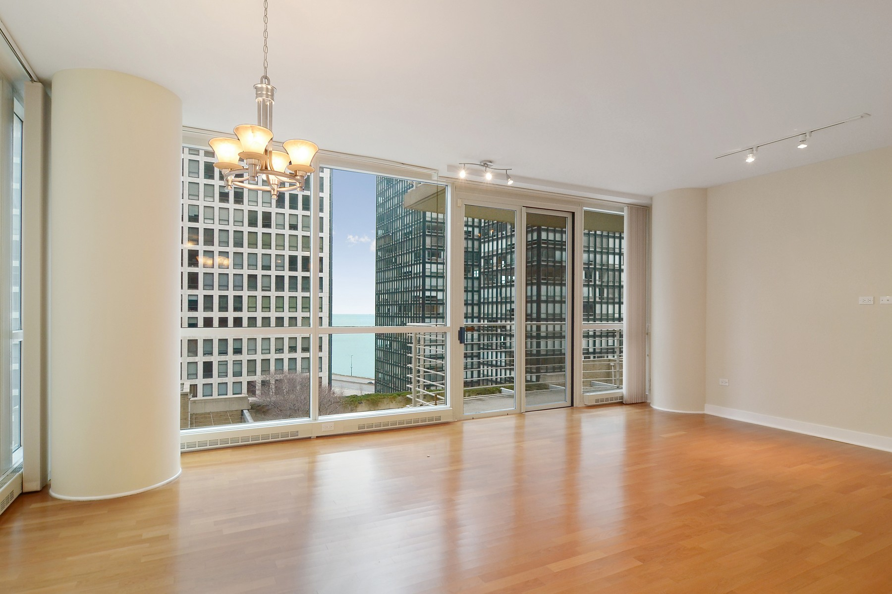 Condominium for Sale at Contemporary Style Condo 250 E Pearson Street Unit 1002 Near North Side, Chicago, Illinois, 60611 United States