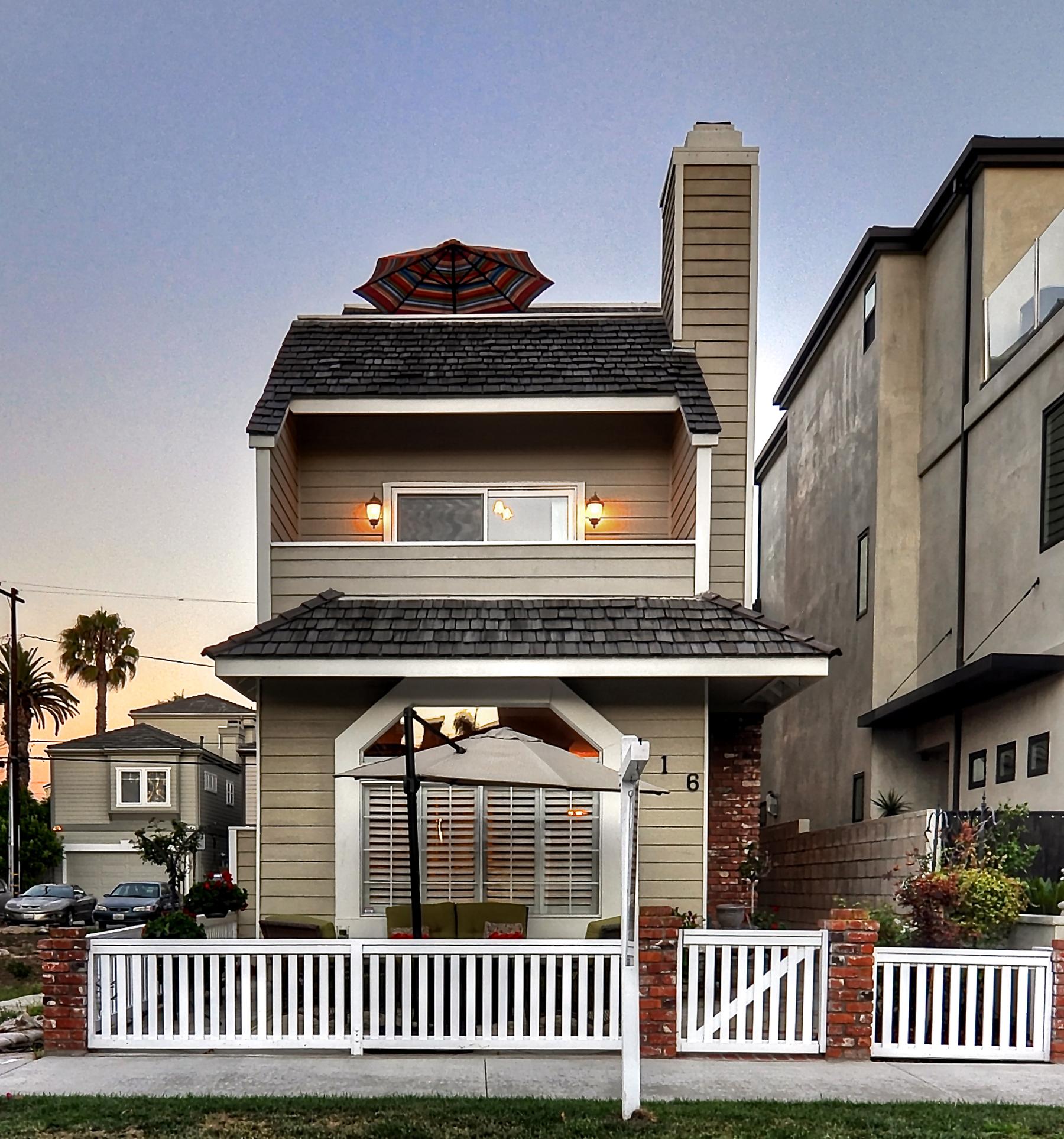 Nhà ở một gia đình vì Bán tại 416 10th Street Huntington Beach, California 92648 Hoa Kỳ