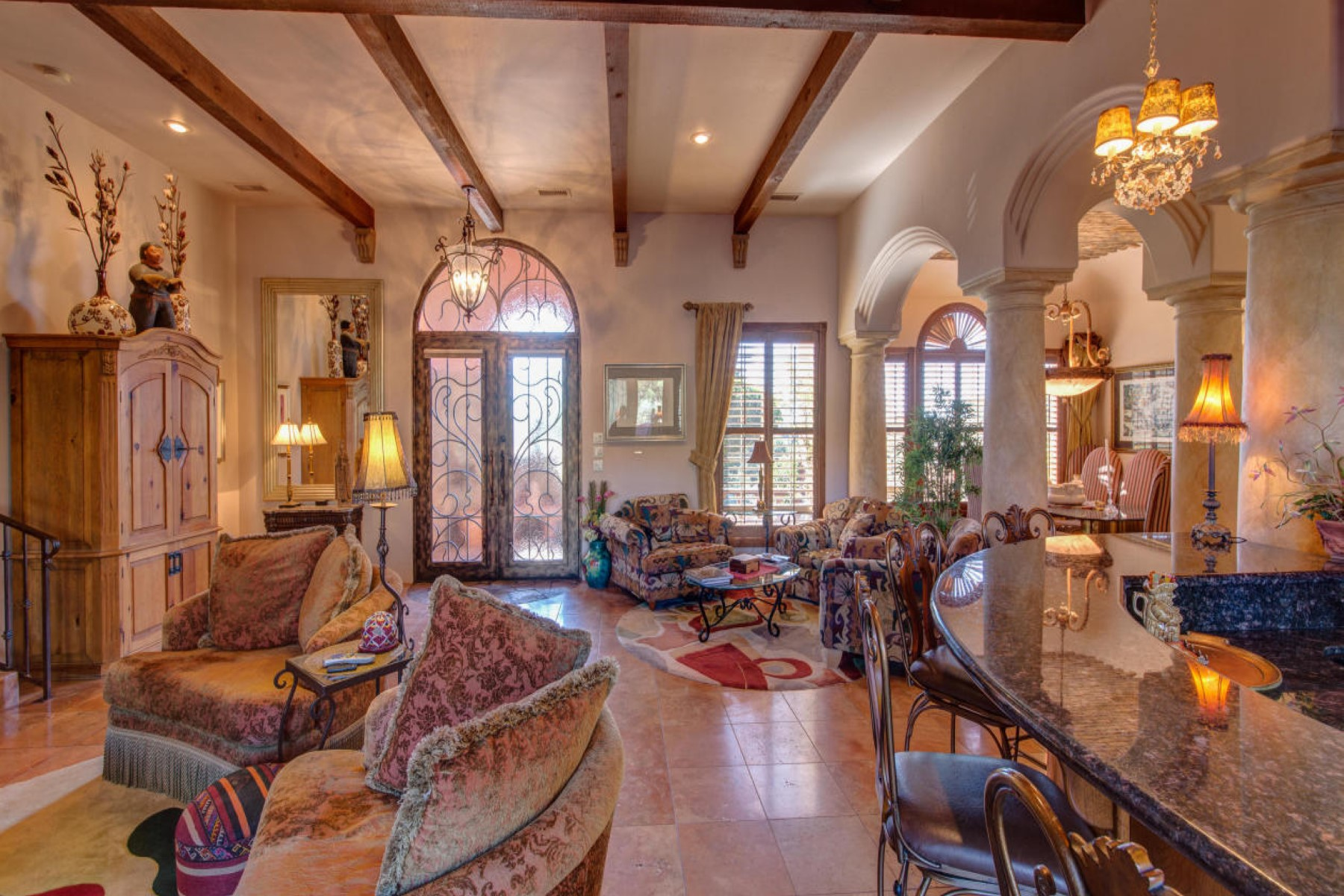 "Maison unifamiliale pour l Vente à Villa Pietrasanta brings ""Old World Charm"" to the heart of Sedona, AZ. 235 E Mule Deer Rd Sedona, Arizona 86336 États-Unis"