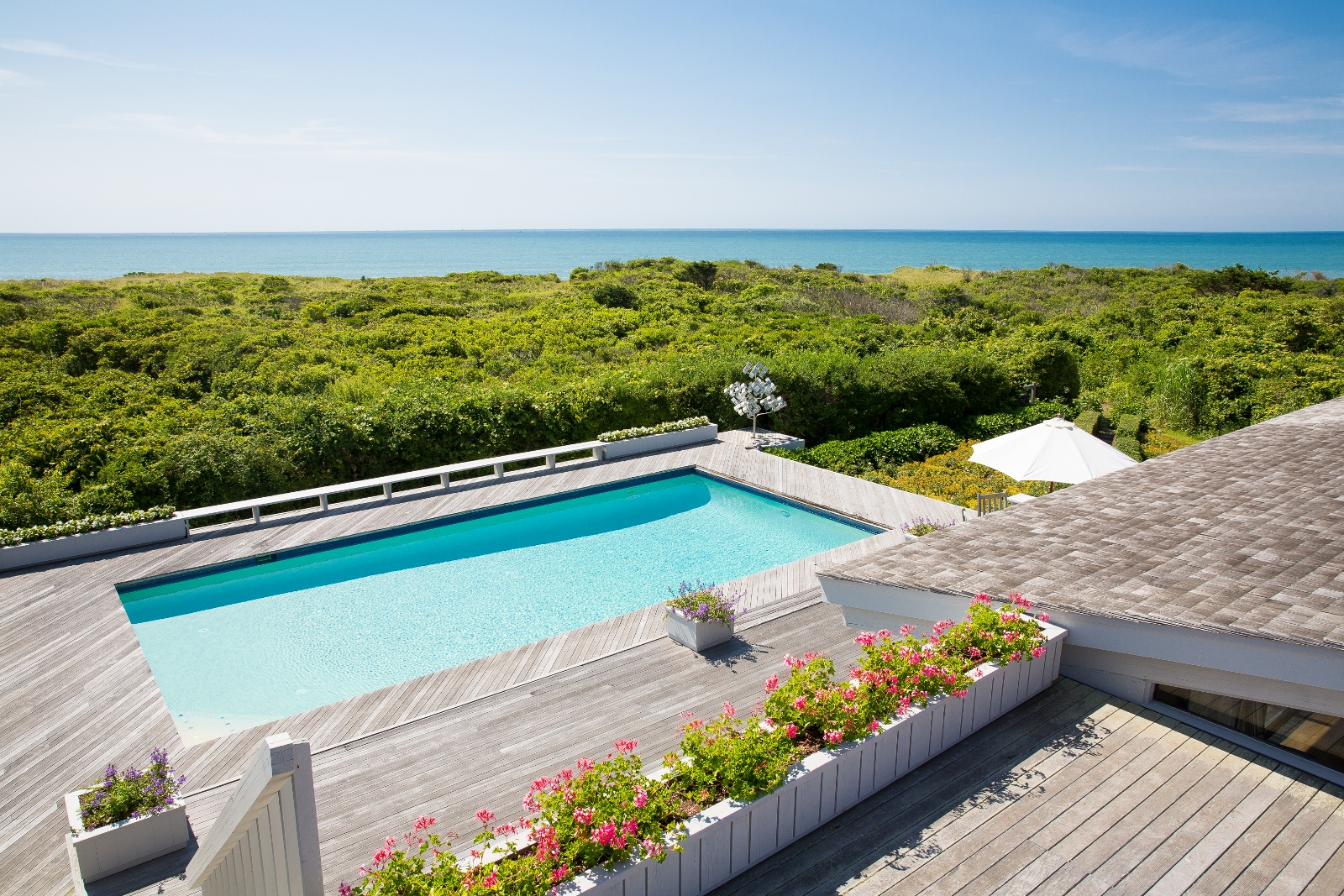 Casa Unifamiliar por un Venta en Waterfront on Lucy Vincent Beach 1 Azalea Lane Chilmark, Massachusetts 02535 Estados Unidos