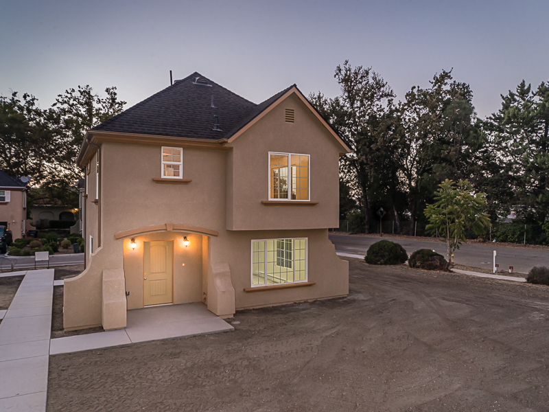 獨棟家庭住宅 為 出售 在 Marchant TownHomes 6105 Tecorida Avenue Atascadero, 加利福尼亞州 93422 美國