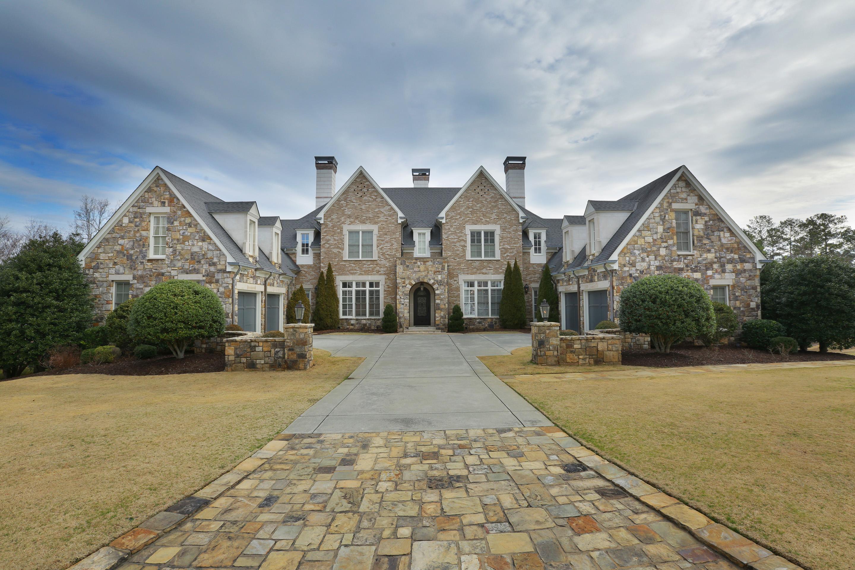 Частный односемейный дом для того Продажа на European Custom Home 40 Club Court Alpharetta, Джорджия 30005 Соединенные Штаты