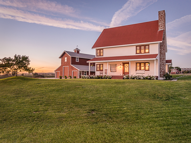 Property For Sale at Country Charm!