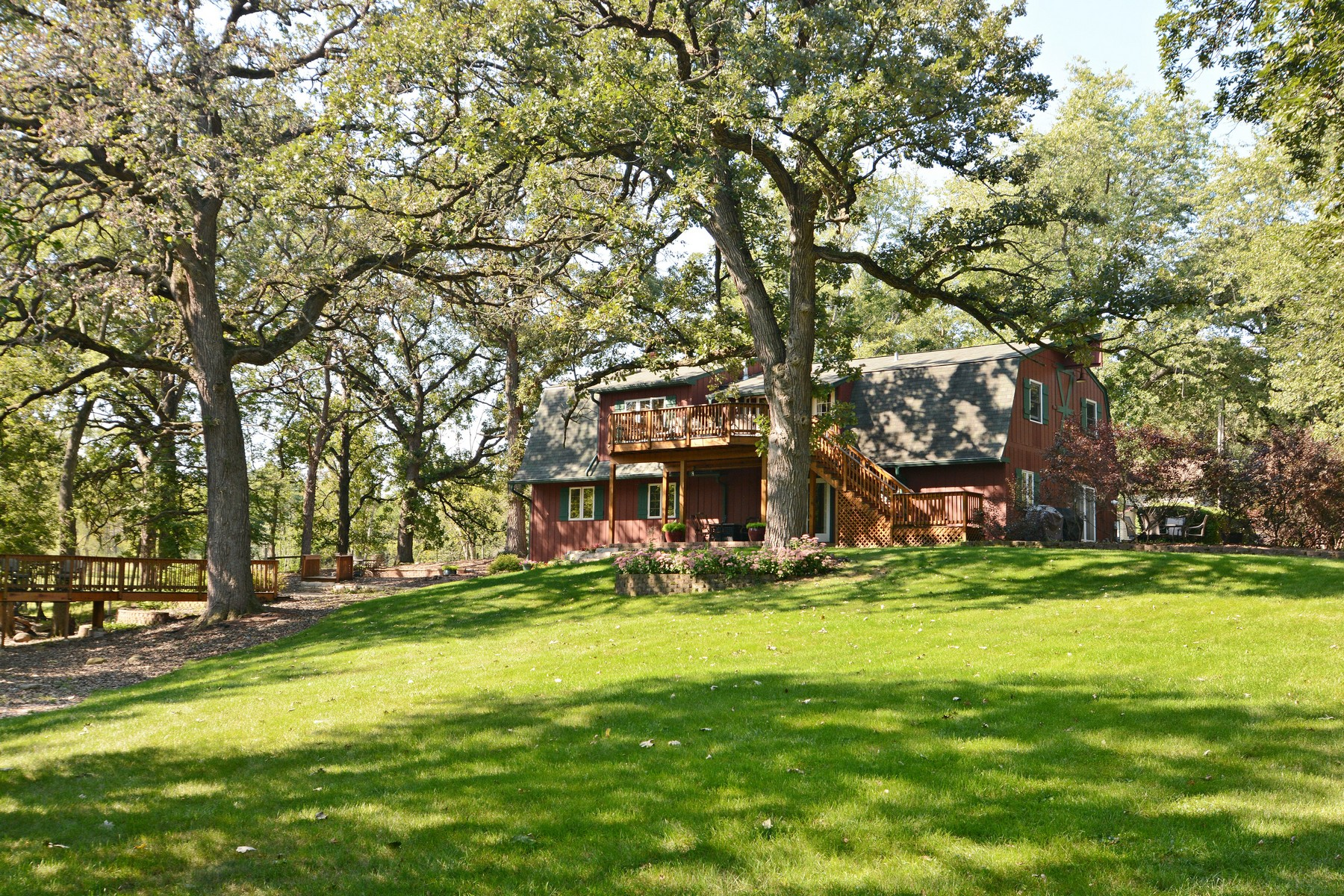 단독 가정 주택 용 매매 에 Tranquil Retreat with Private Pond 23455 N Kelsey Road Lake Barrington, 일리노이즈, 60010 미국
