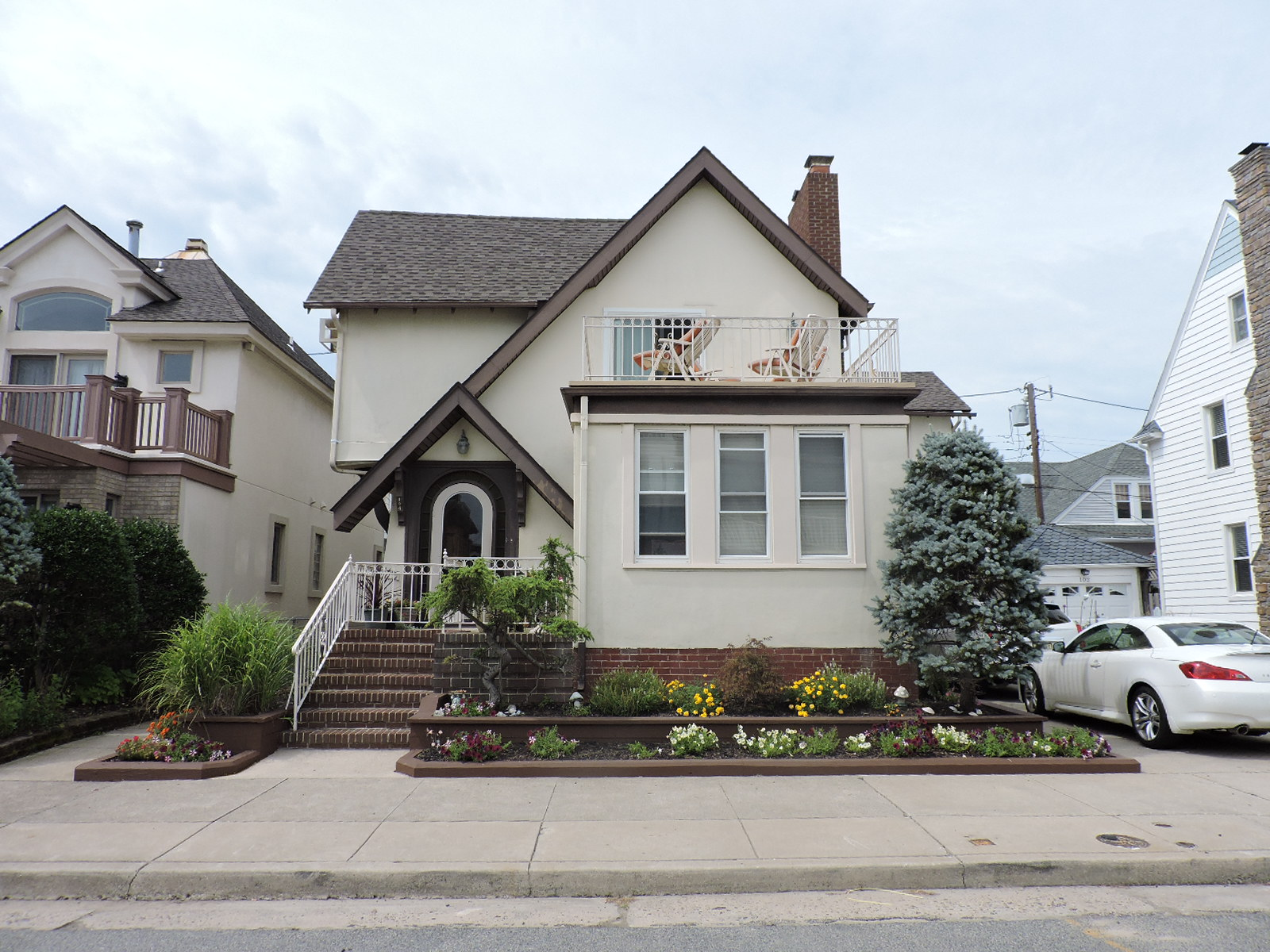 Single Family Home for Sale at 104 S Pittsburgh Avenue Ventnor, New Jersey 08406 United States