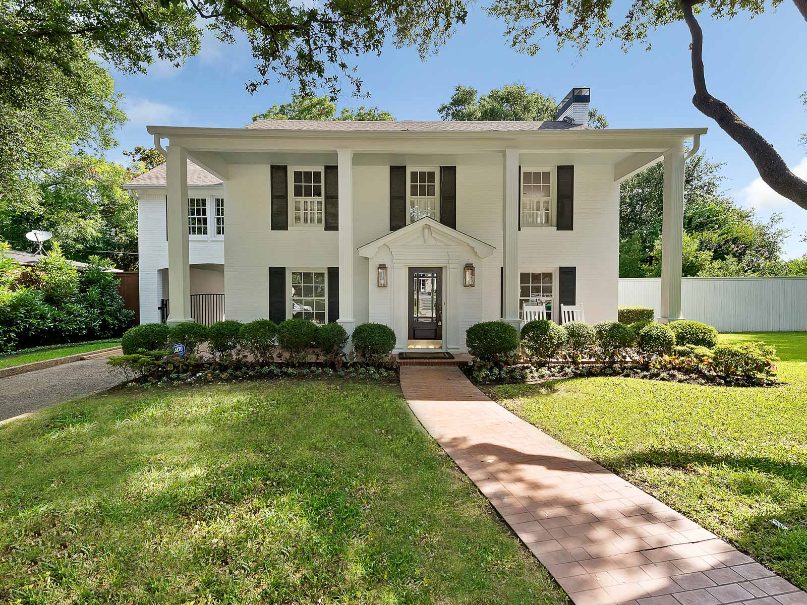 Casa para uma família para Venda às 3720 Hamilton Ave Fort Worth, Texas 76107 Estados Unidos