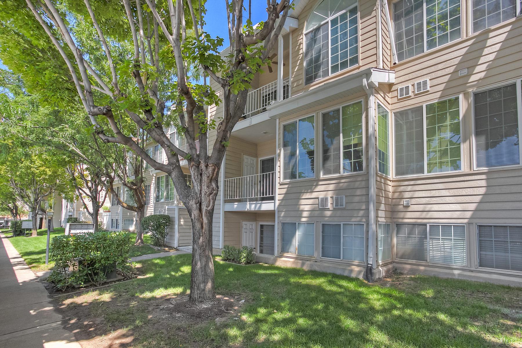 Copropriété pour l Vente à Darling Top Floor Condominium 650 S Main Street #6308 Bountiful, Utah 84010 États-Unis