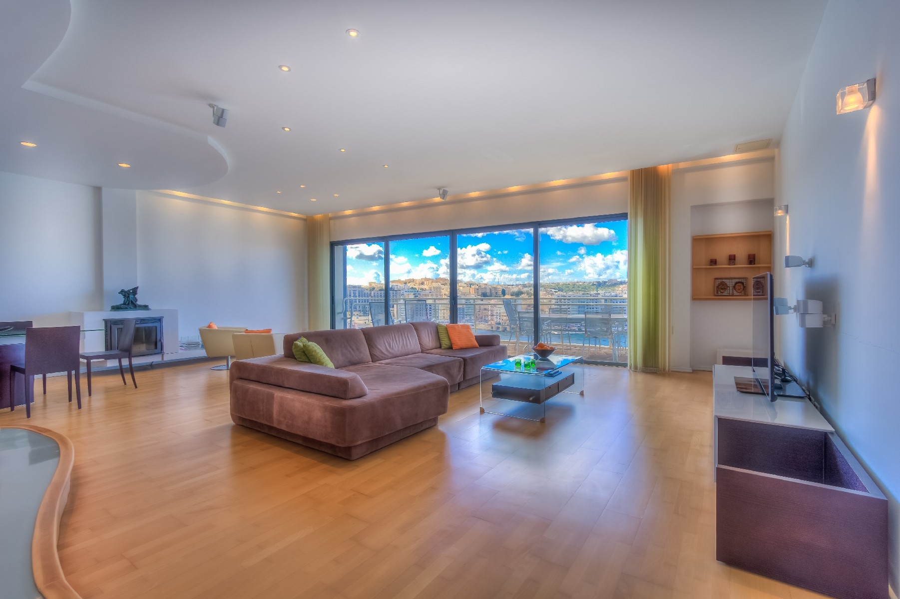 아파트 용 매매 에 Seafront Furnished Apartment Sliema, 몰타