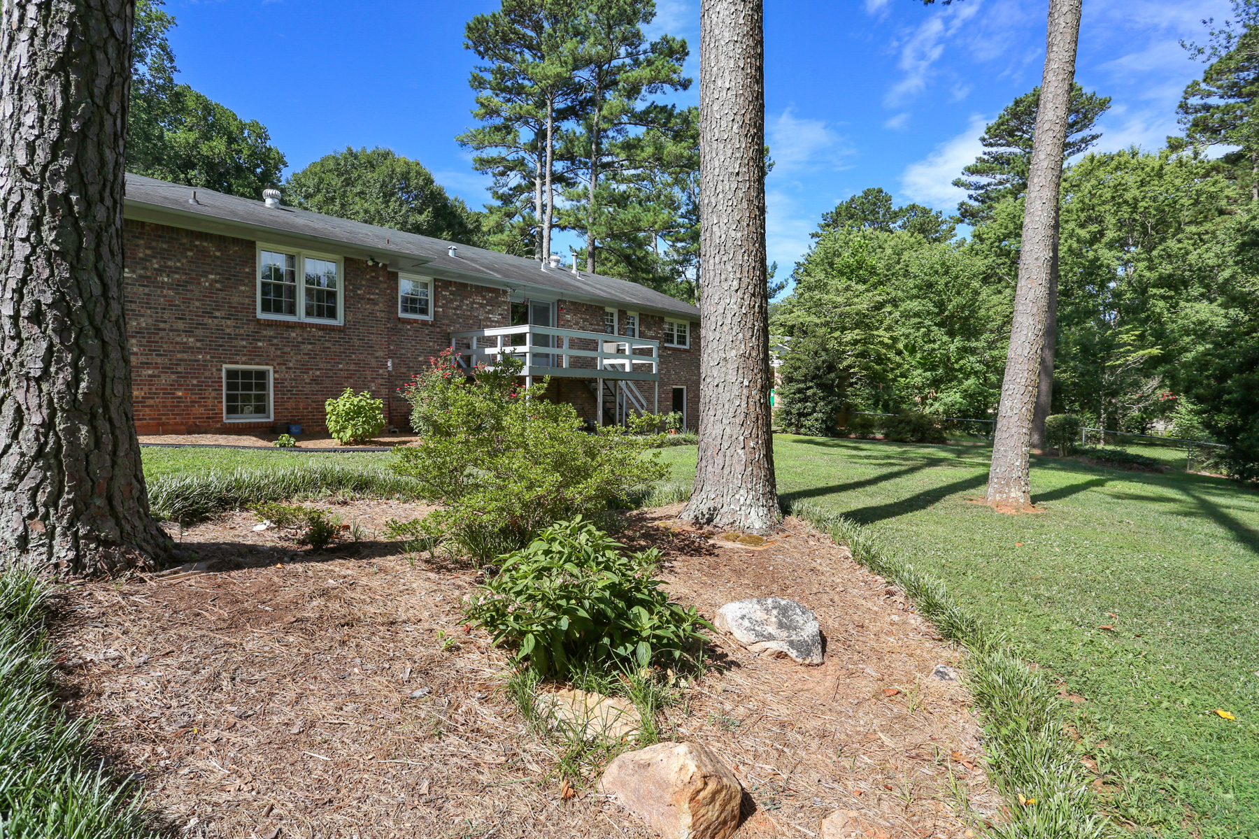 Additional photo for property listing at Golf Course Views In Lake Ivanhoe 4412 Lake Ivanhoe Drive Tucker, Georgia 30084 Estados Unidos