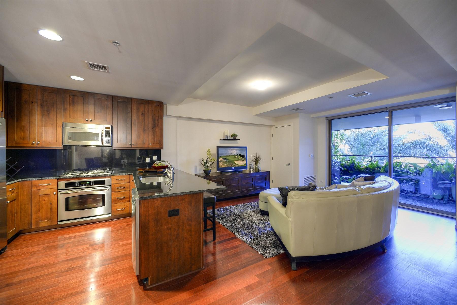 Casa para uma família para Venda às Spacious Two Bedroom and Two Bathroom 7141 E Rancho Vista Dr #3003 Scottsdale, Arizona, 85251 Estados Unidos