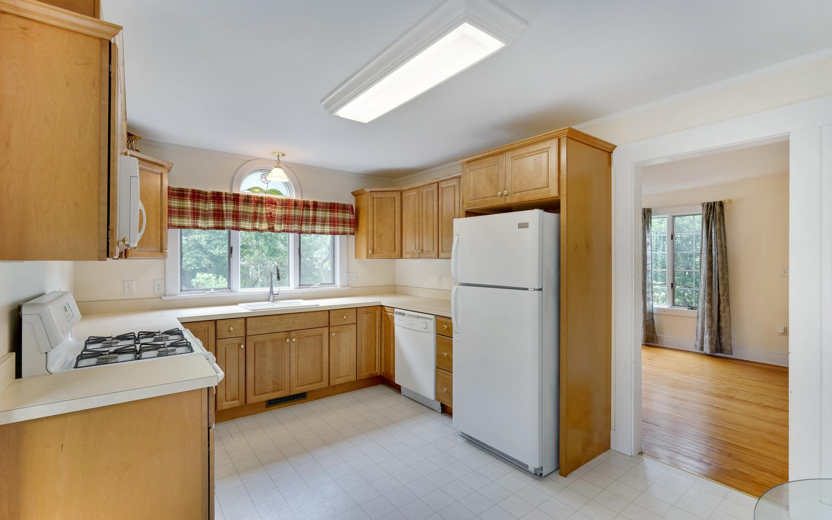 Additional photo for property listing at Updated Cottage in Allenwood! 3021 Atlantic Avenue Allenwood, 新泽西州 08720 美国