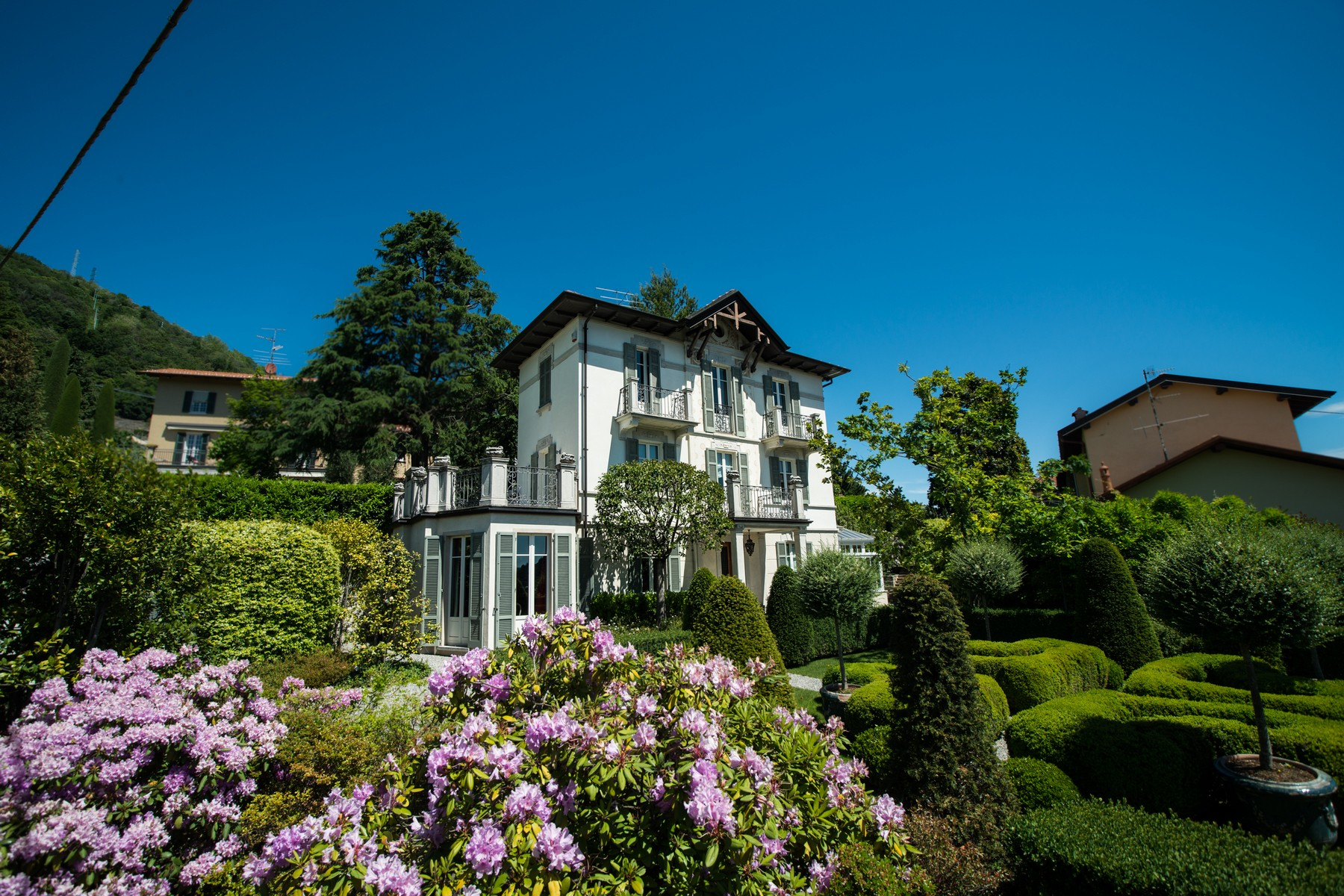 Additional photo for property listing at Gorgeous villa with dependance overlooking Lake Como Via Vittorio Veneto Cernobbio, Como 22012 Italy