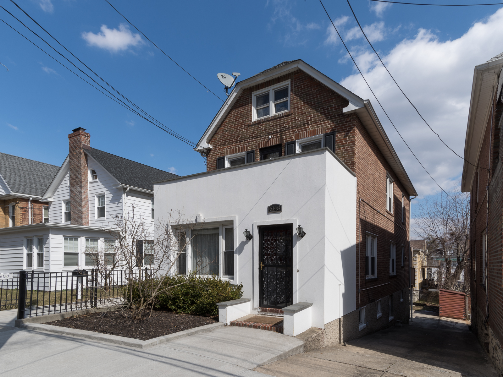Maison unifamiliale pour l Vente à North Riverdale Detached Brick House 6148 Delafield Avenue Riverdale, New York 10471 États-Unis
