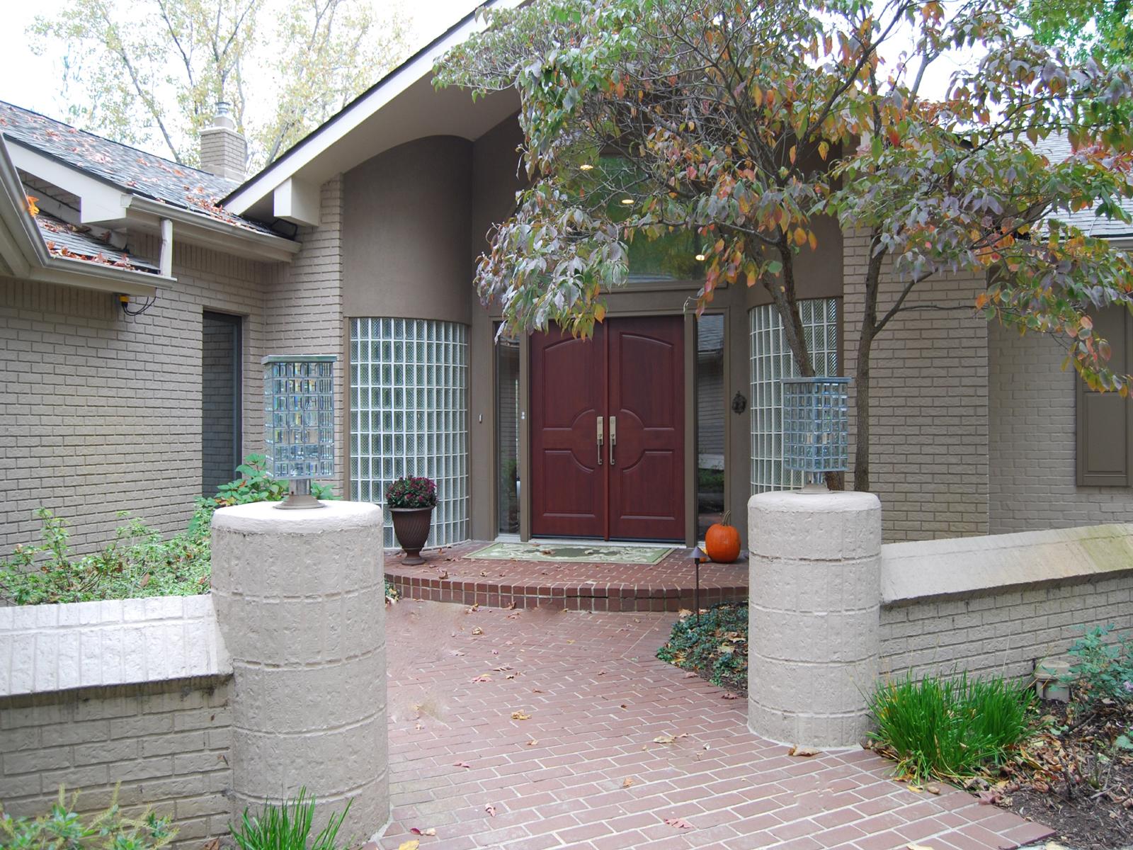Nhà ở một gia đình vì Bán tại West Bloomfield 4681 Cove Road West Bloomfield, Michigan 48323 Hoa Kỳ