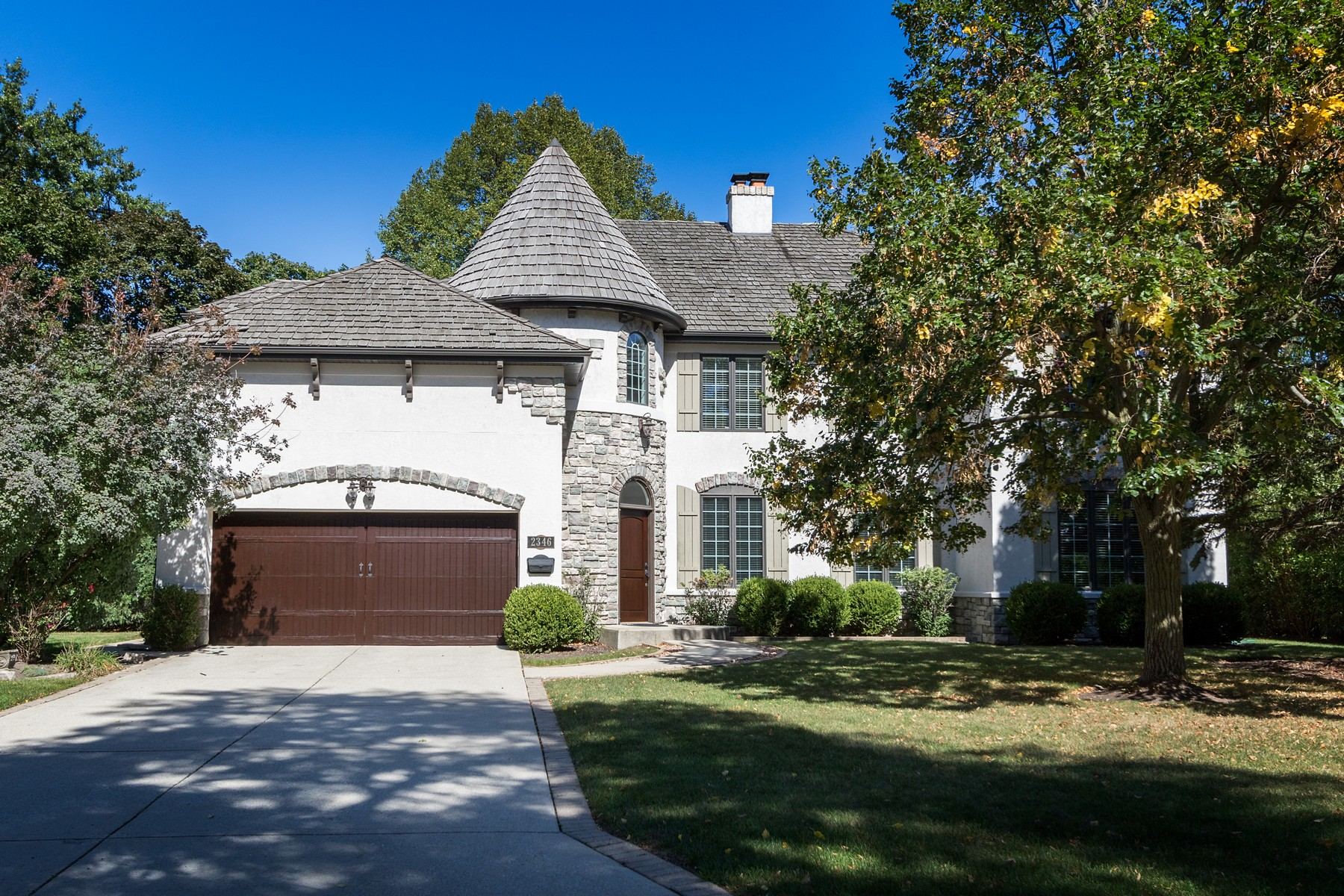 Moradia para Venda às A Lovely Gem In Sought After Swainwood 2346 Linden Leaf Drive Glenview, Illinois, 60025 Estados Unidos