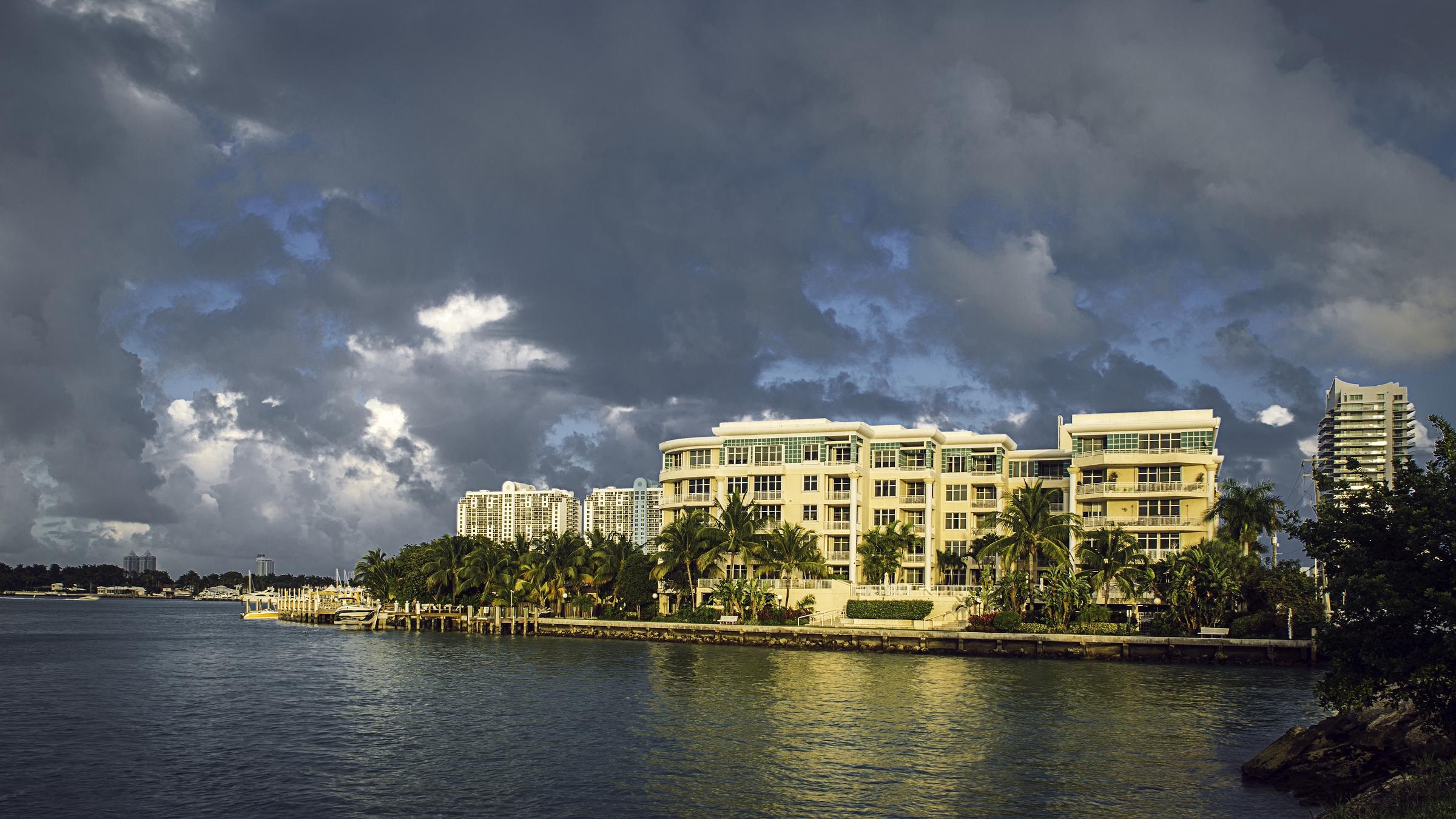 Copropriété pour l Vente à 1 Century LN #404 Miami Beach, Florida 33139 États-Unis