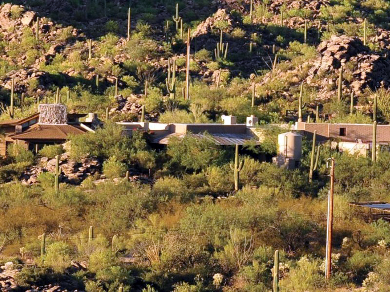Casa Unifamiliar por un Venta en Understated Private Elegant Adobe Ranch Retreat on 6+ Acres 13550 N Thornydale Rd Tucson, Arizona 85742 Estados Unidos